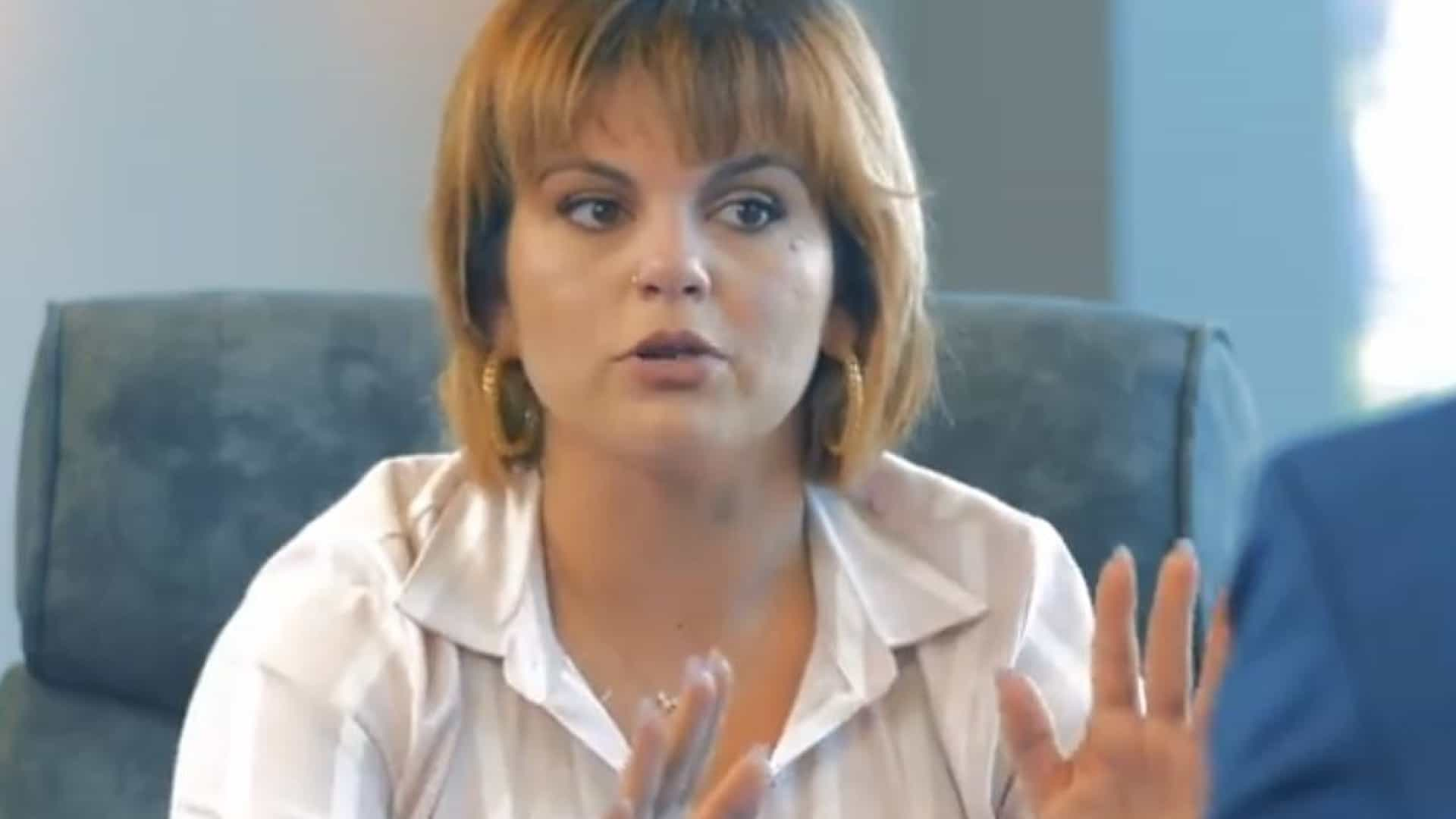 Fanny Rodrigues muda radicalmente de visual para lançar novo livro