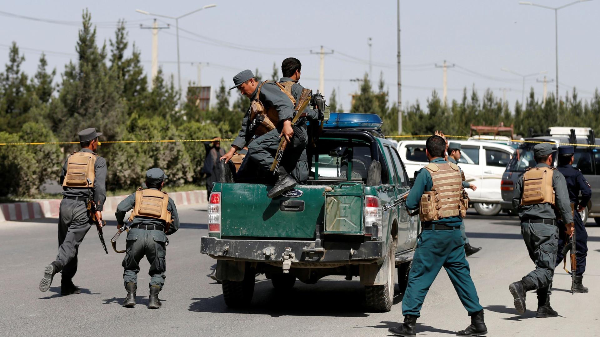 Explosão em comício de candidata no Afeganistão fez pelo menos 12 mortos
