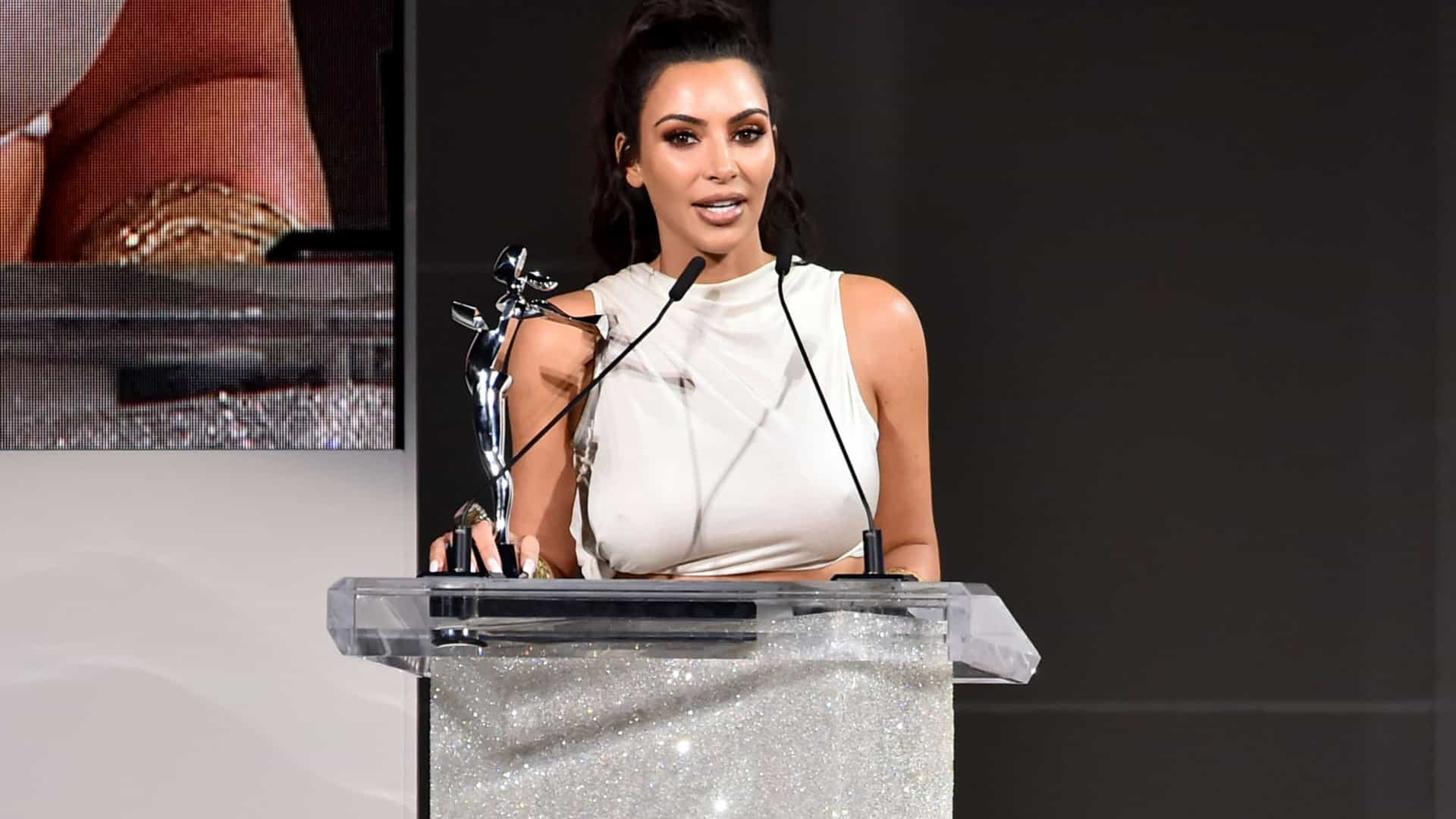 O comentário irónico (e inesperado) de Kim quando recebeu prémio de moda