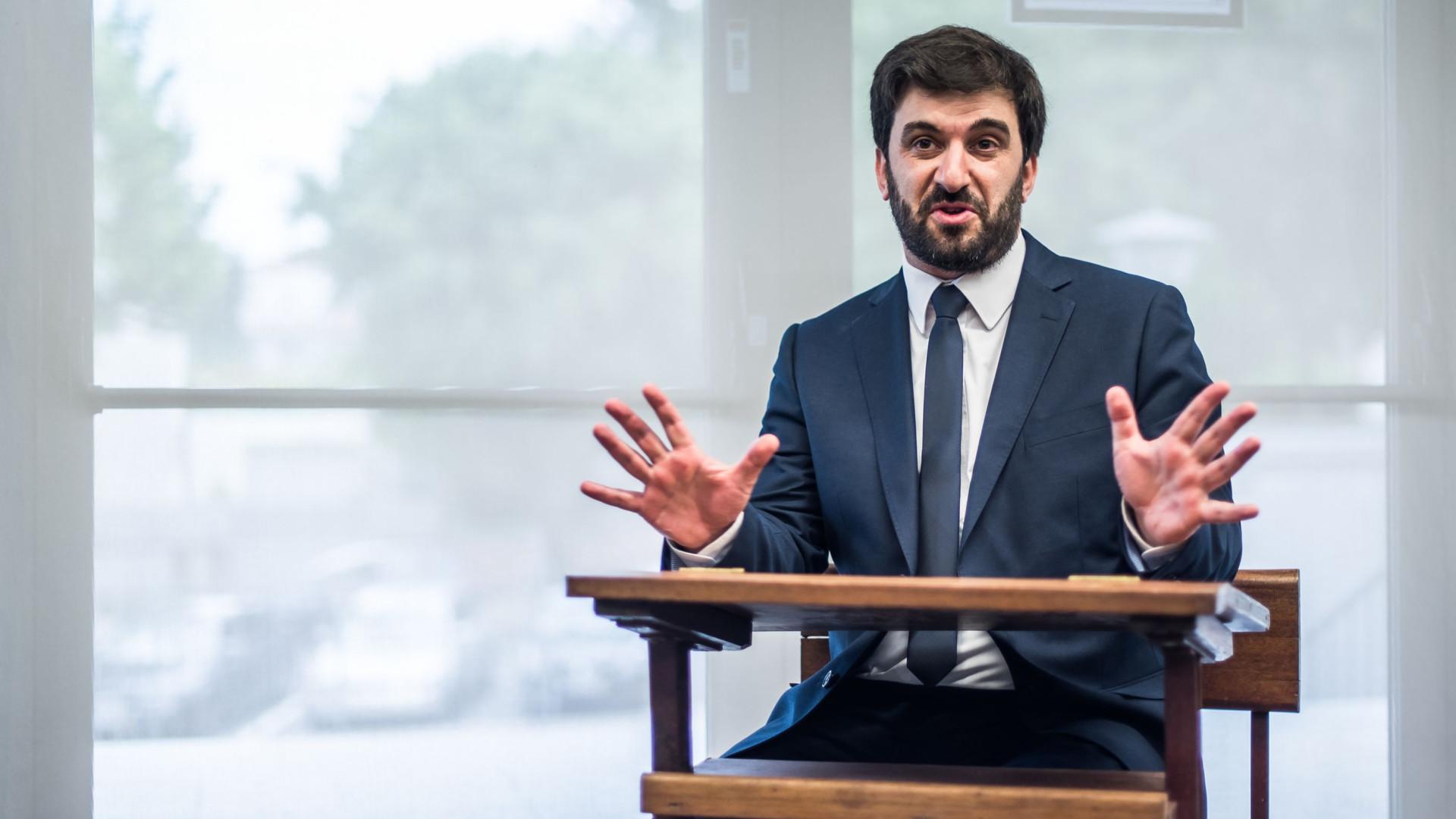 Ministro quer 50% dos alunos do secundário no ensino profissional