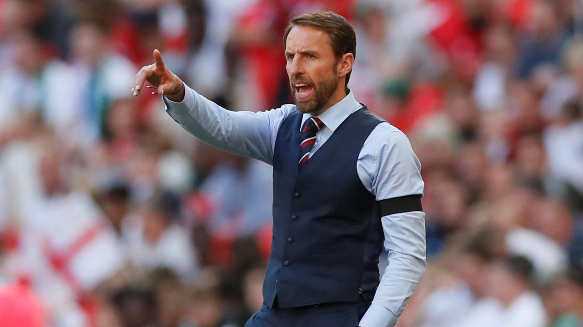 Southgate defende realização de último jogo internacional para Rooney