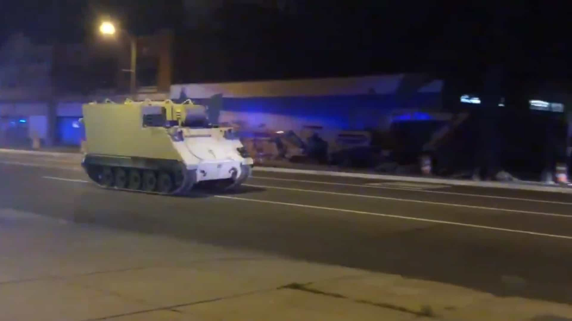 Soldado rouba veículo blindado e acaba perseguido pela polícia