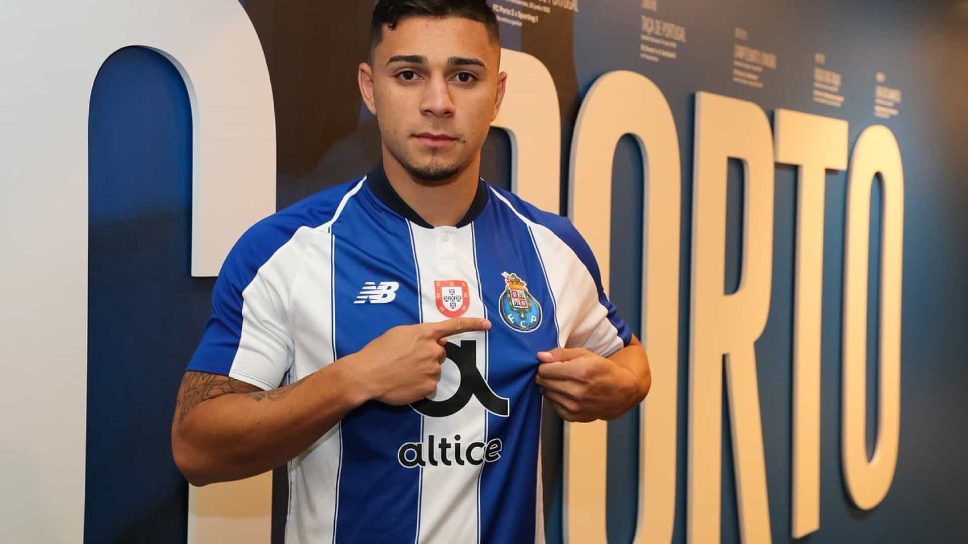 FC Porto oficializa a contratação de João Pedro