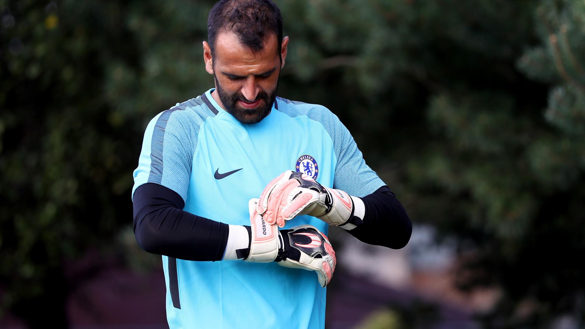 Chelsea dá 'guia de marcha' a nove jogadores. Eduardo incluído
