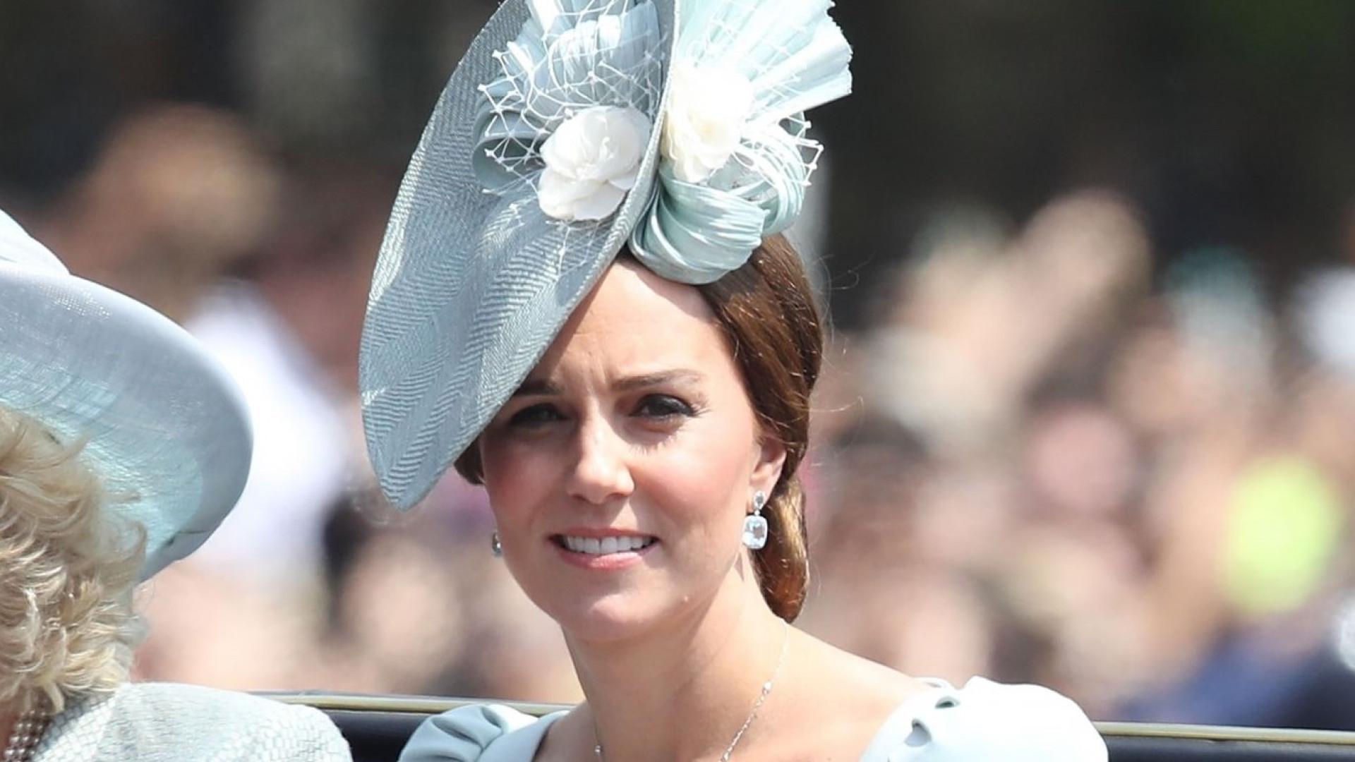 Kate Middleton absolutamente deslumbrante em aniversário da rainha