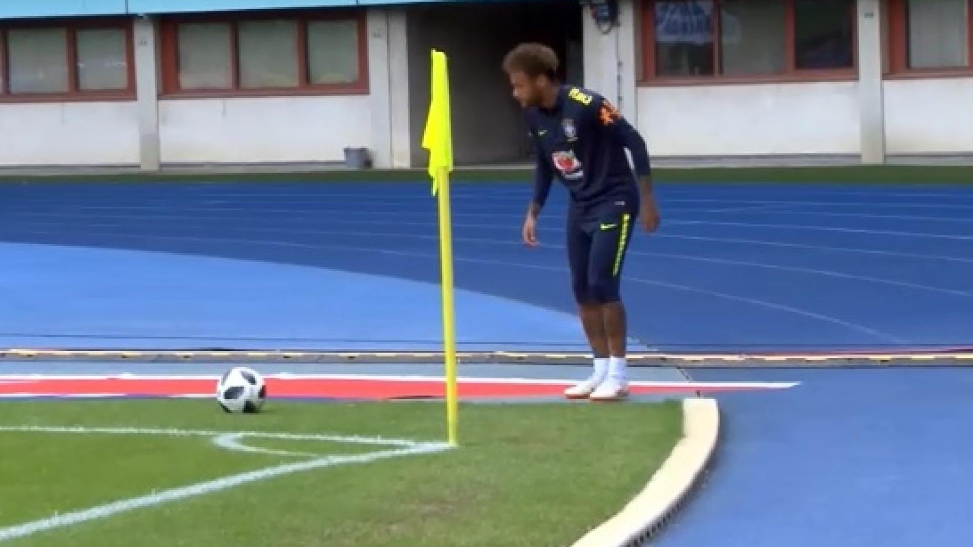Neymar mostra pontaria afinada... para lá da bandeirola de canto