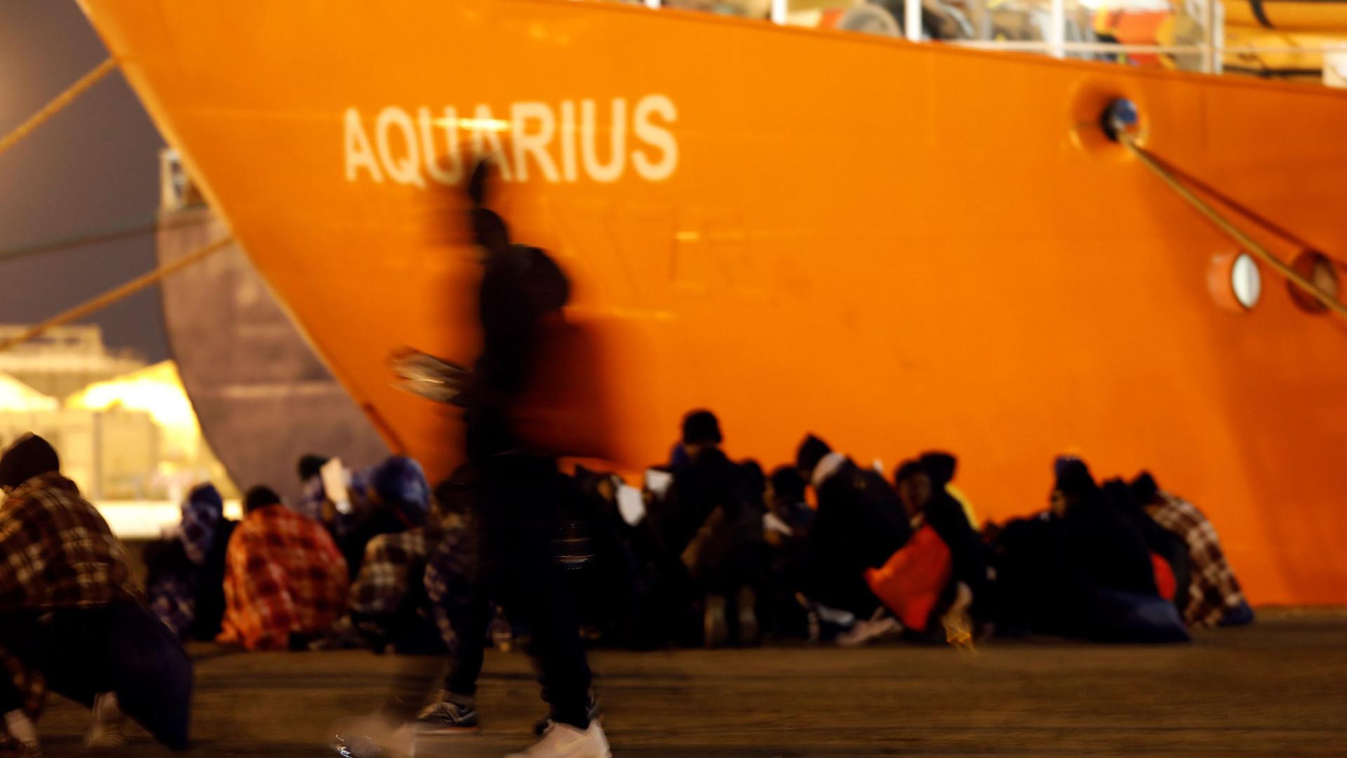 Movimento pede que imigrantes do Aquarius não sejam internados em centros