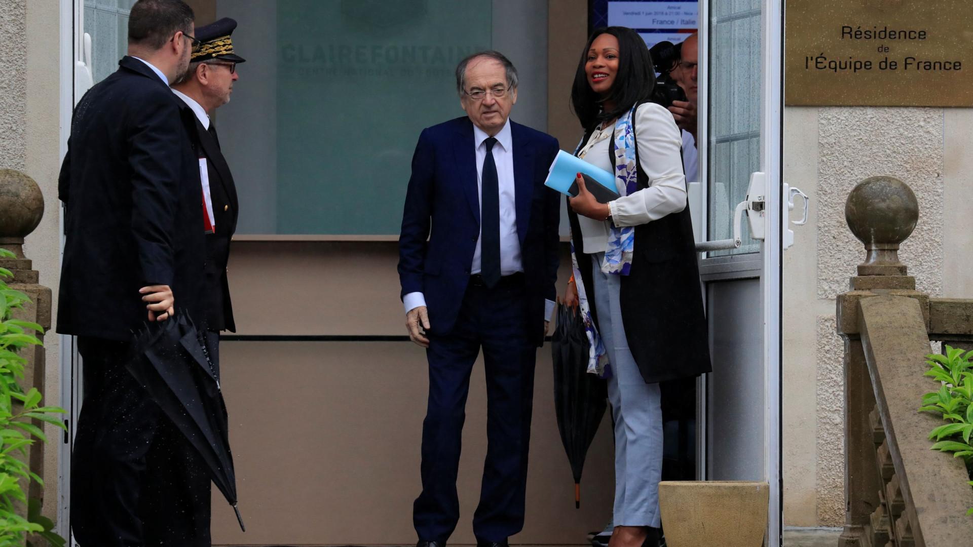 855189bb82 Presidente da Federação Francesa impedido de entrar no hotel da equipa
