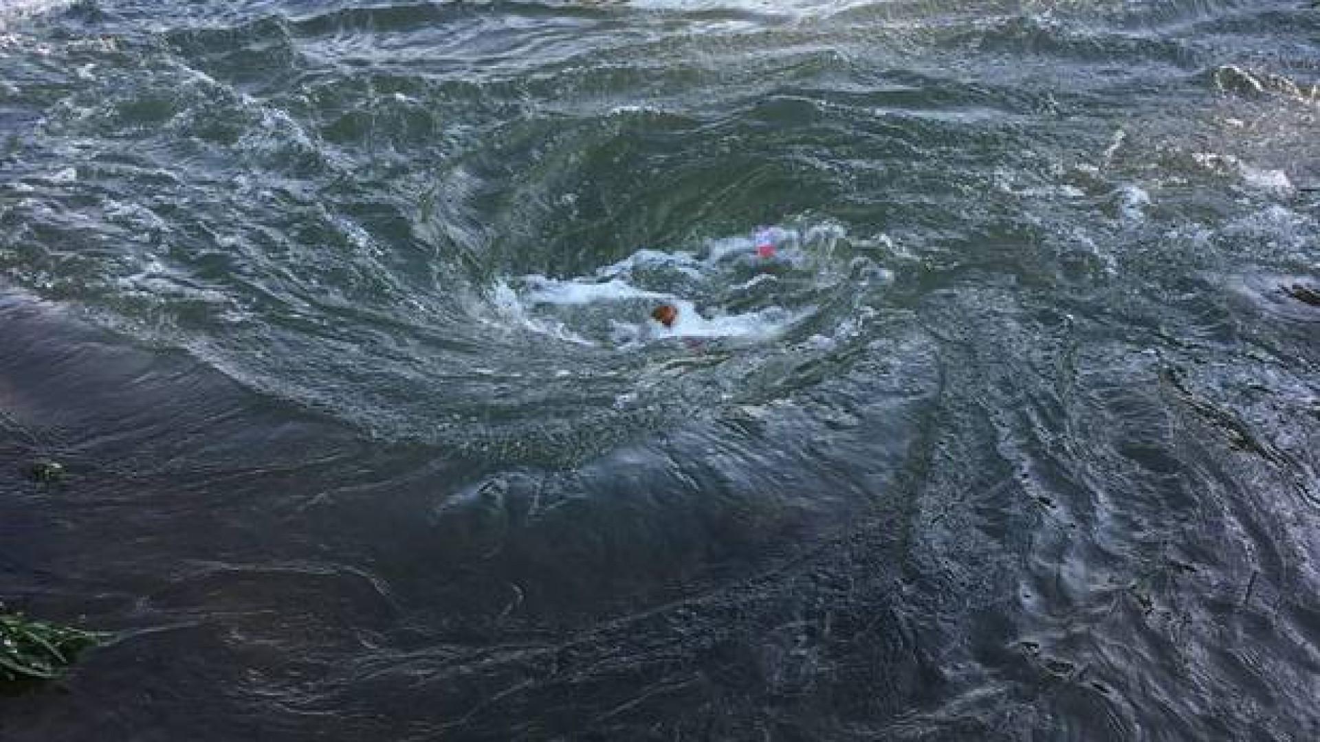 Homem morre no rio depois de dolina ter formado redemoinho na água