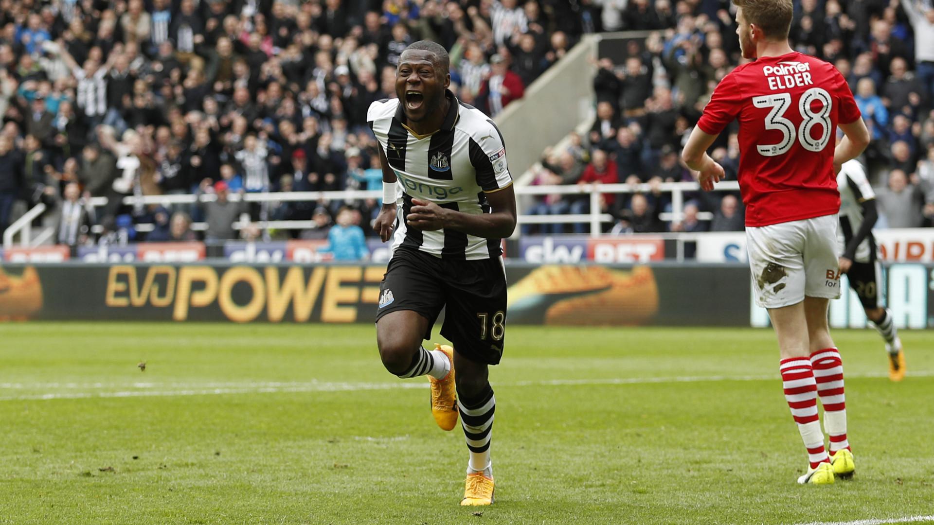 Mbemba estica a corda com o Newcastle e força acordo com o FC Porto