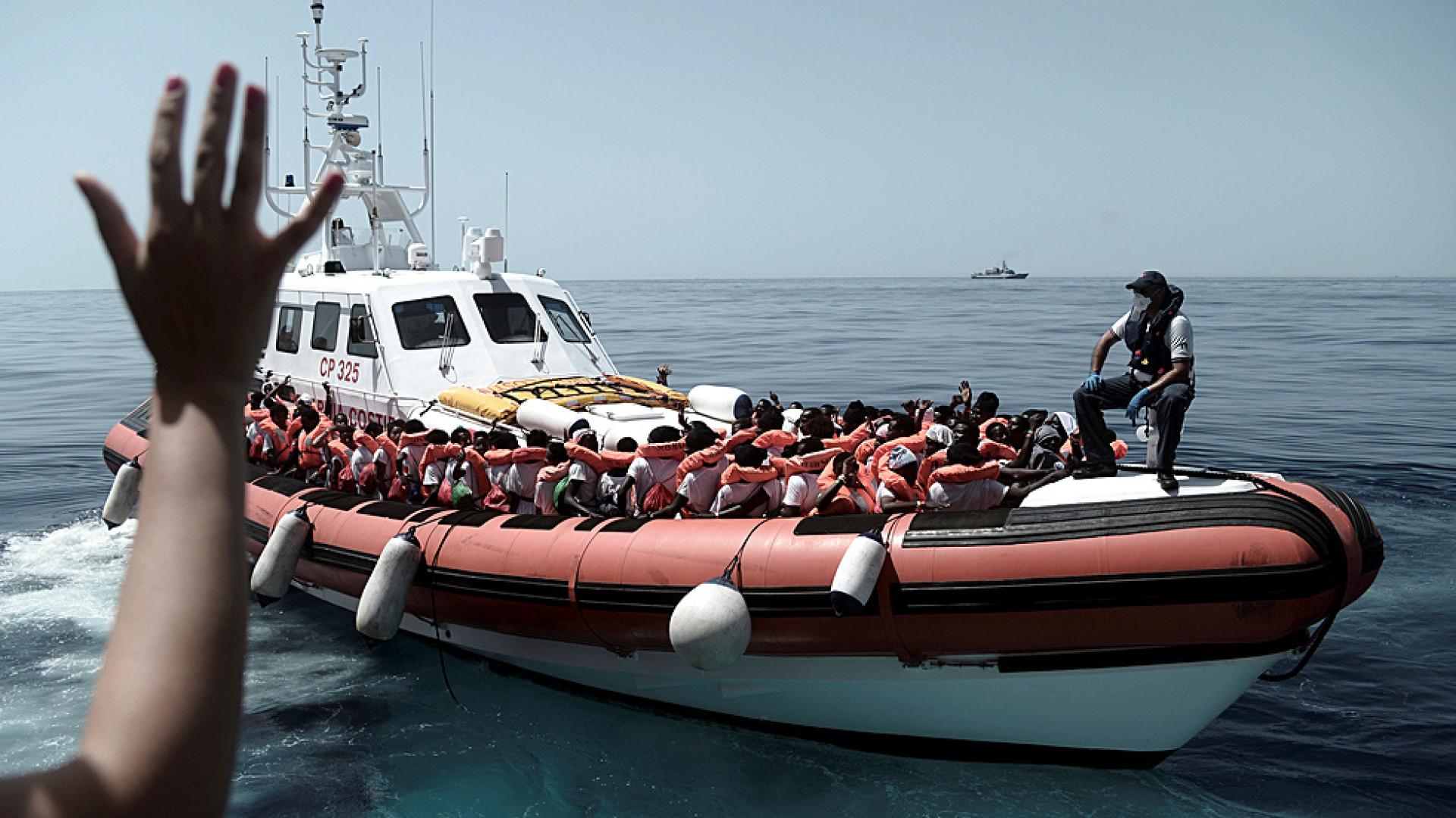 Armada escoltará o Aquarius quando entrar em águas espanholas