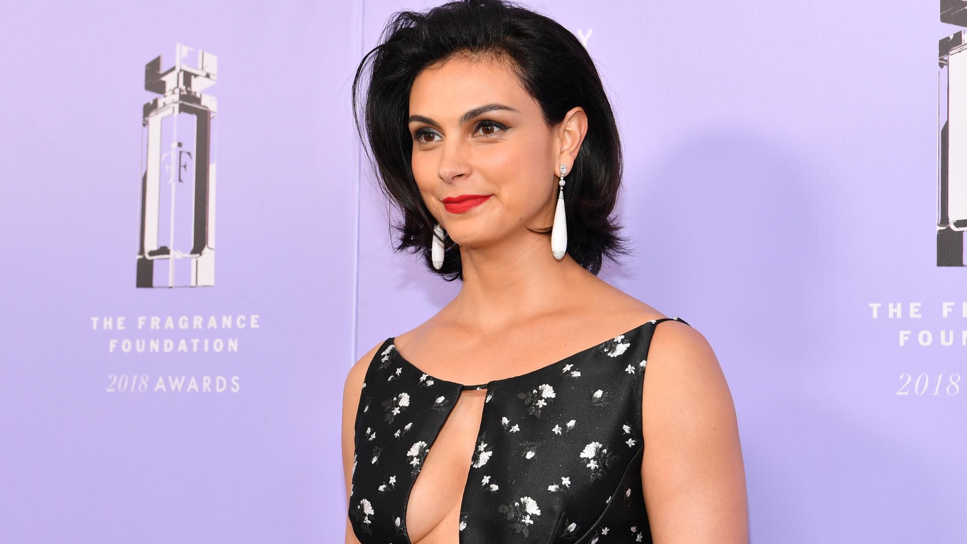 Aos 39 anos, Morena Baccarin sensualiza em evento com decote 'maroto'
