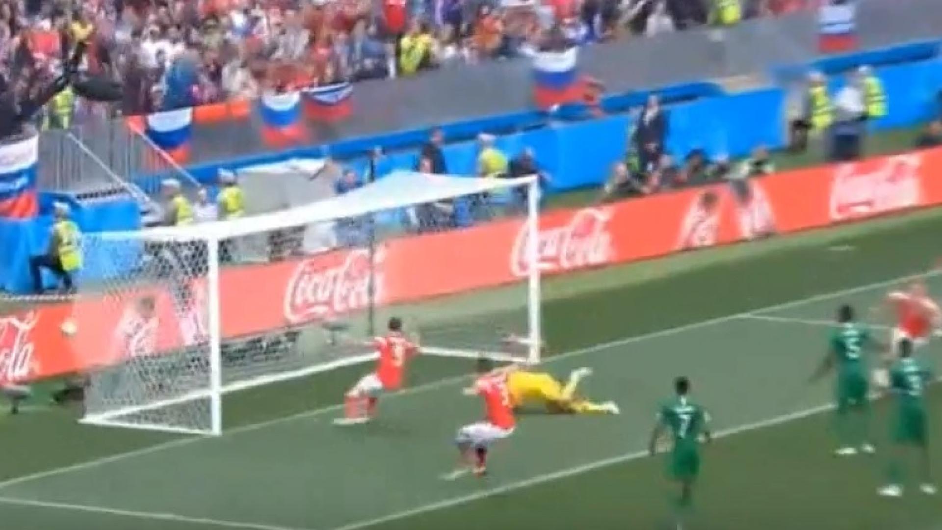 Está feito o primeiro golo do Mundial: Rússia adianta-se no marcador