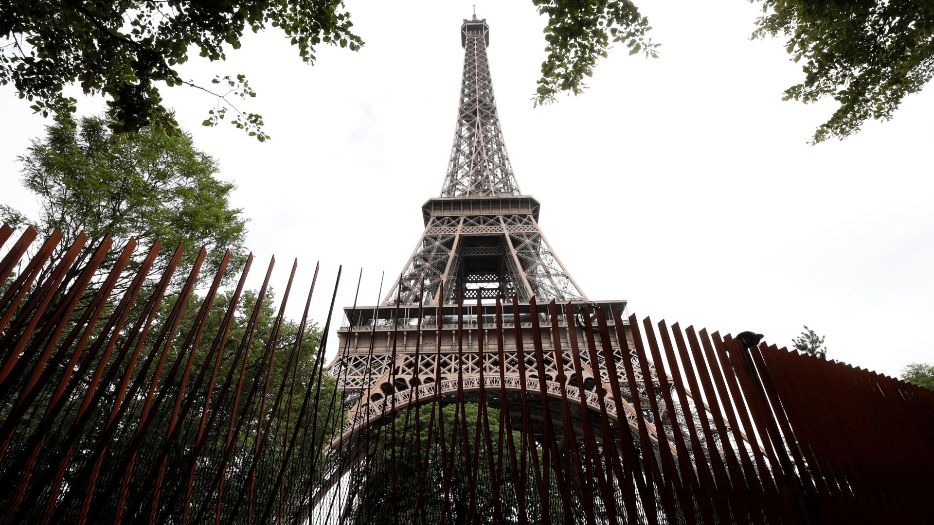 Torre Eiffel encerra no sábado e protestos espalham-se pela França