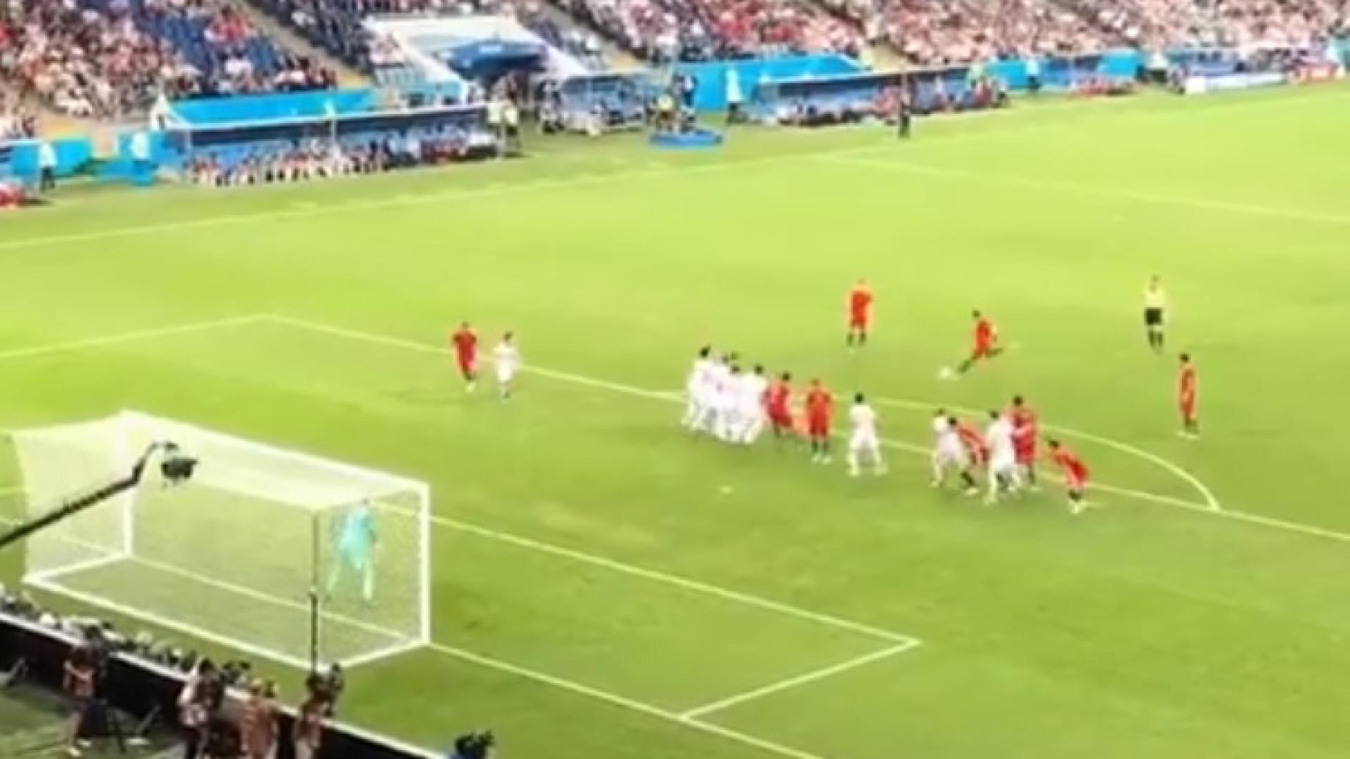 O 'tomahawk' de Ronaldo visto das bancadas