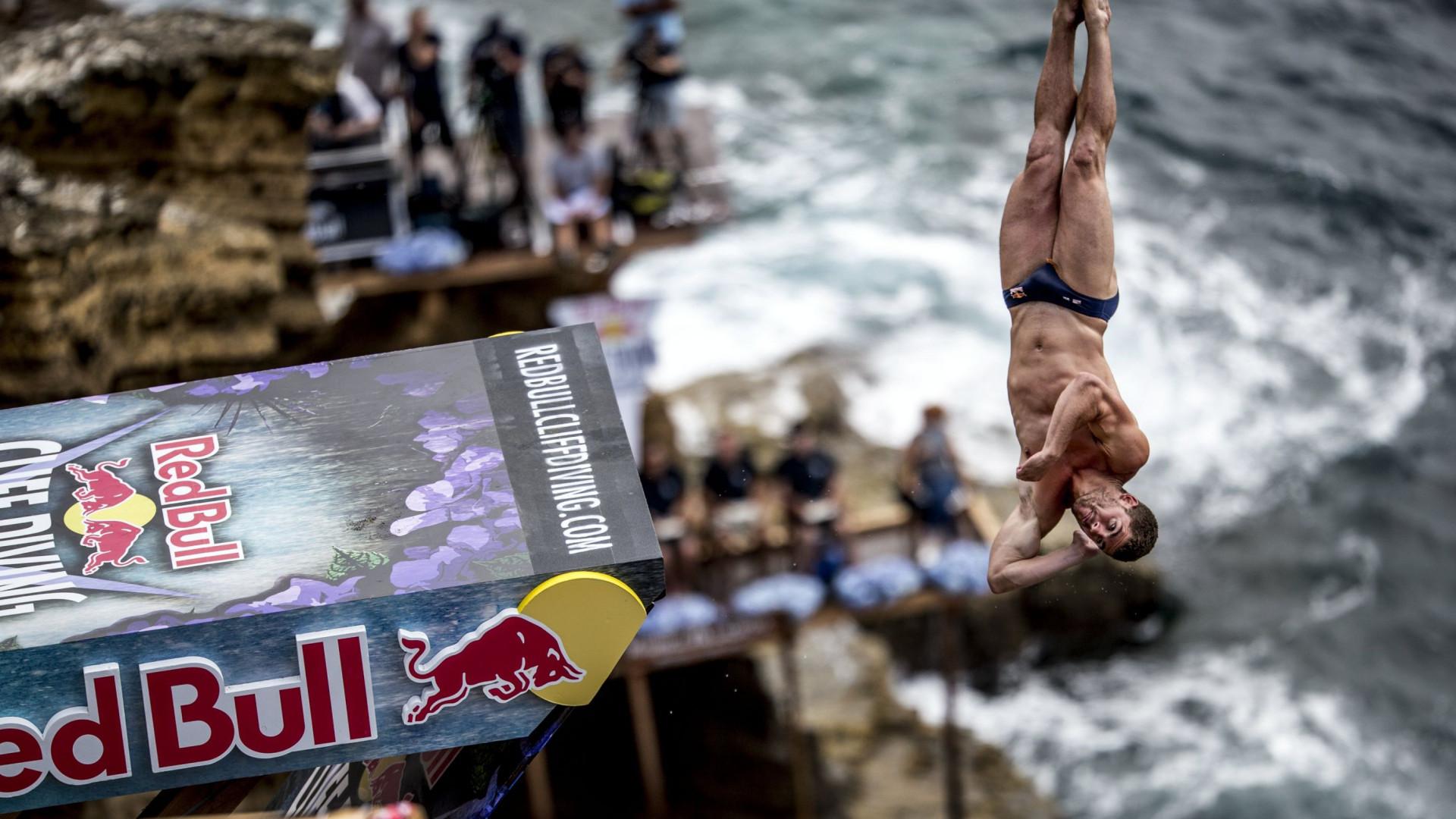A Red Bull vai levar quatro sortudos a saltar nas águas açorianas