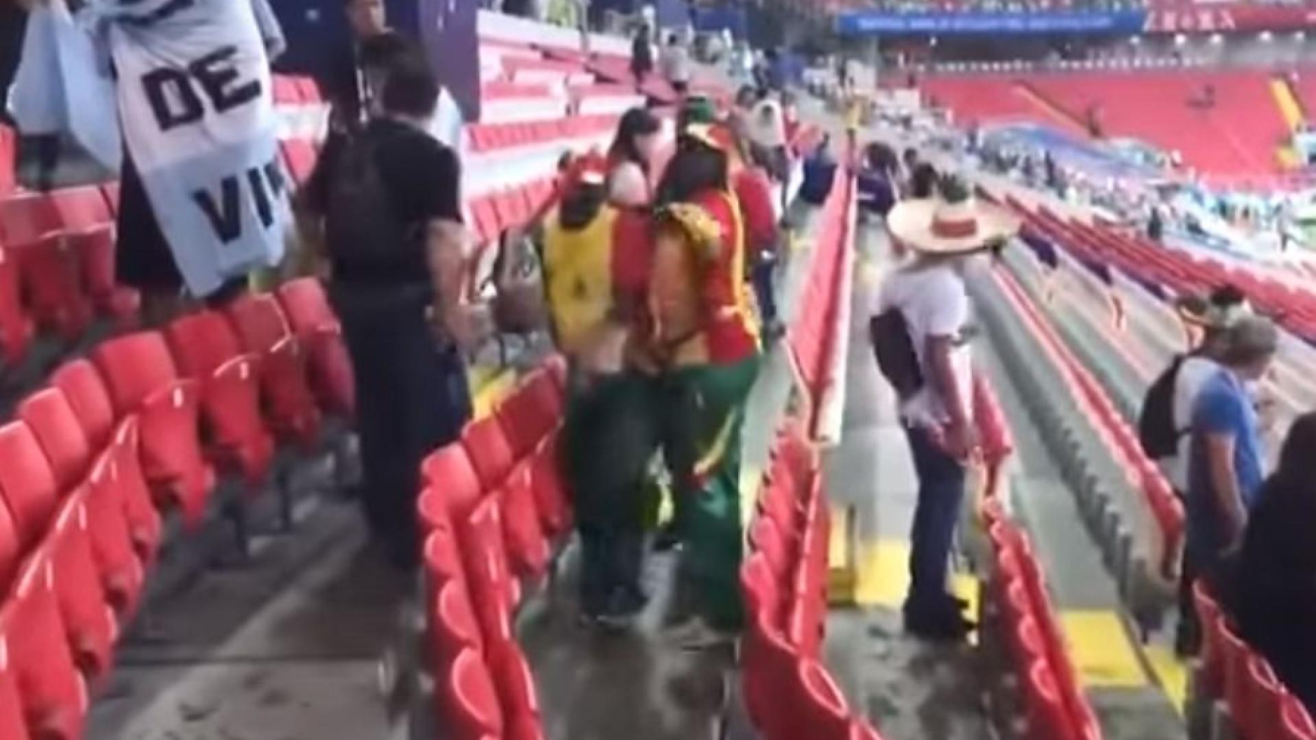 Depois do Japão, os adeptos do Senegal também limparam as bancadas