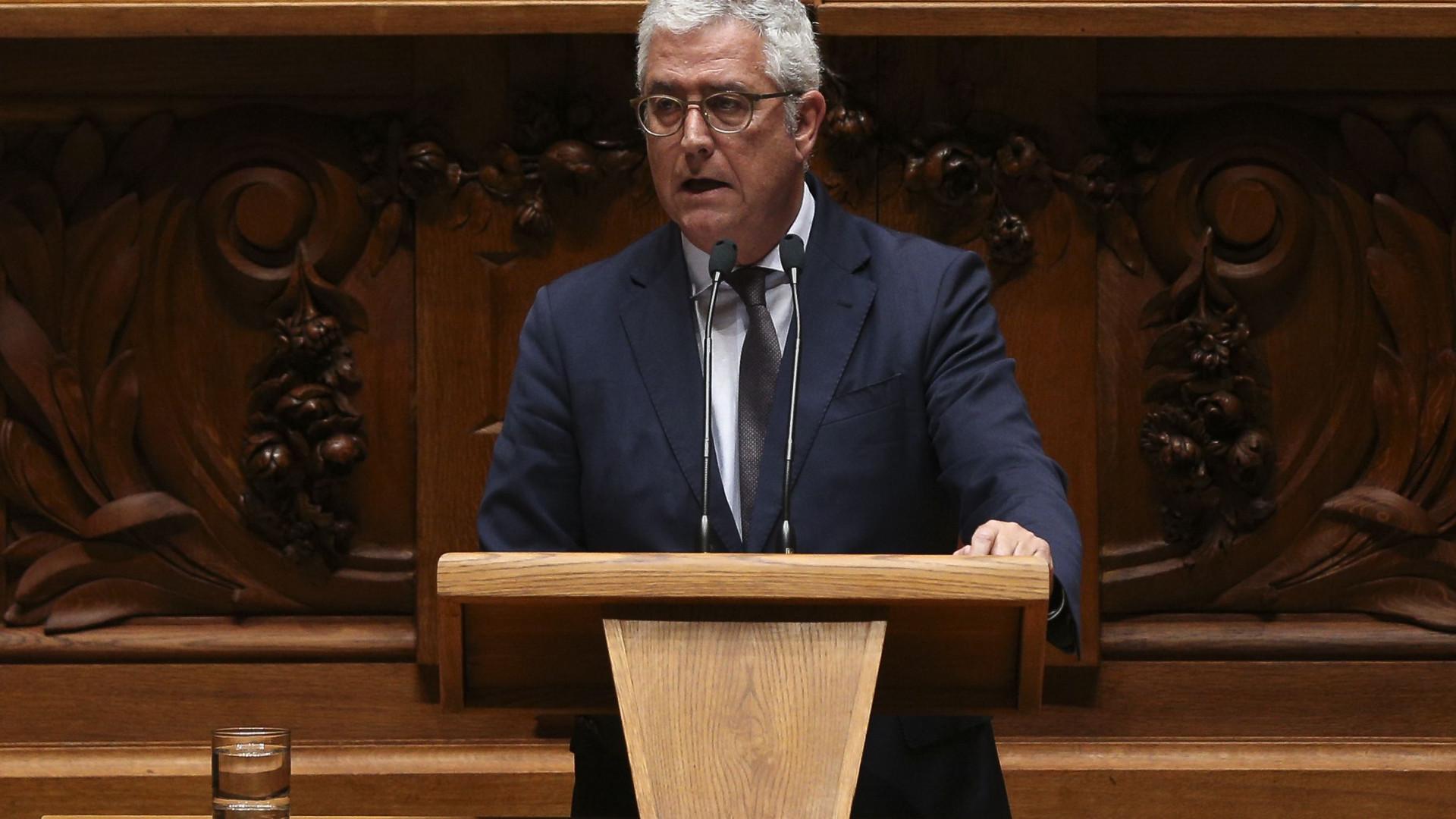 """""""Não é normal que esperem do líder parlamentar palavras de divisão"""""""