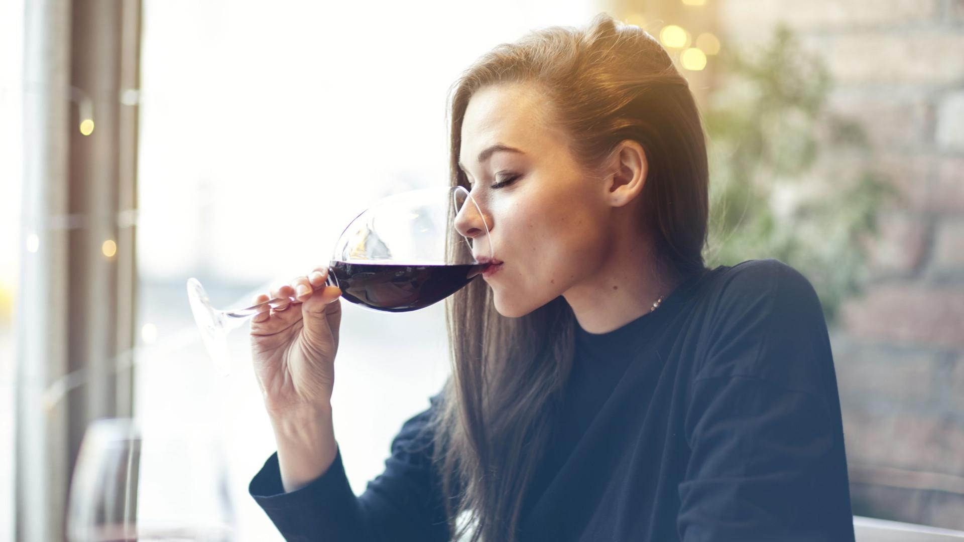 Quem bebe álcool ocasionalmente corre menor risco de morrer jovem