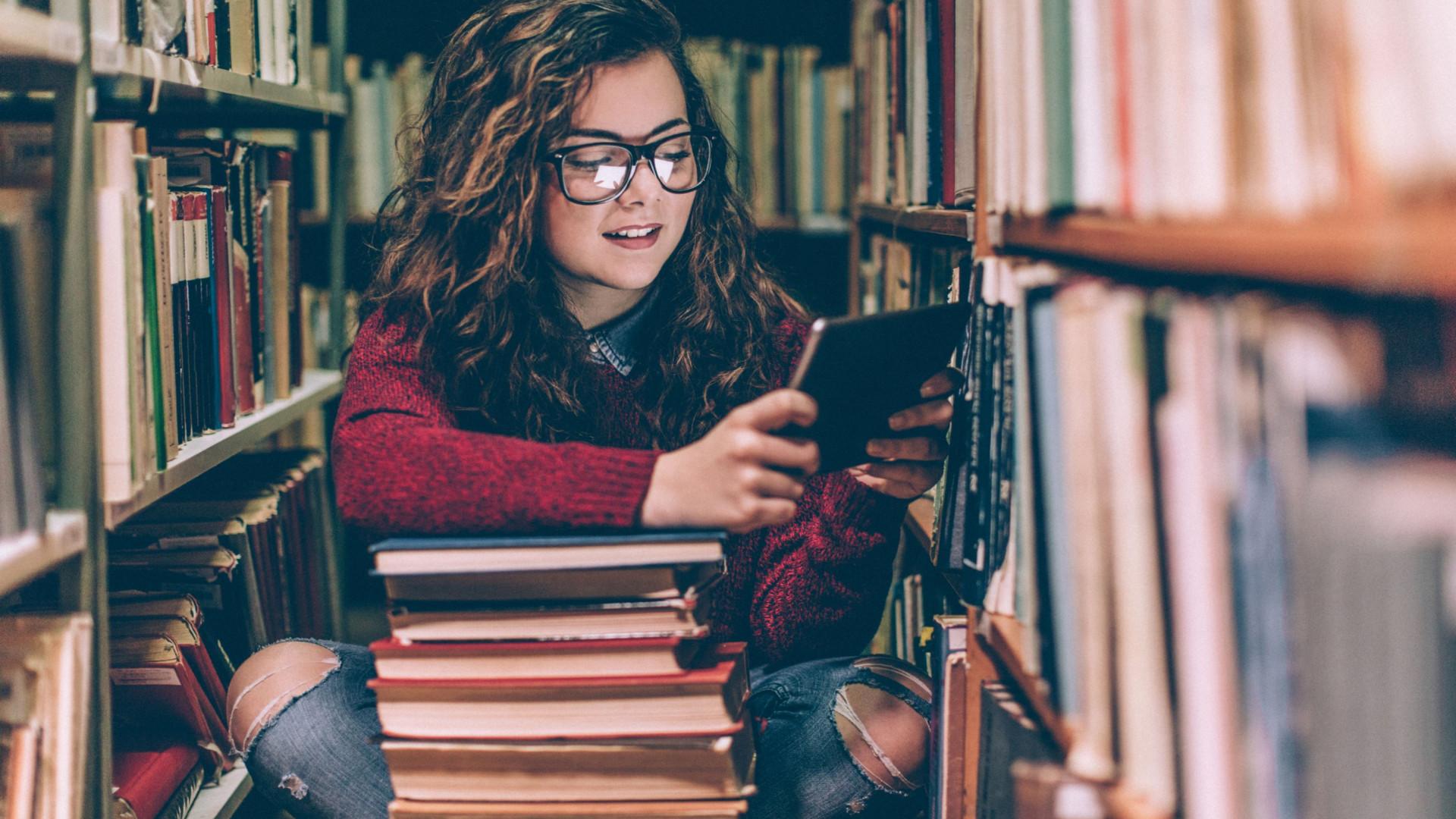 Será que estudar em excesso provoca miopia? A ciência responde