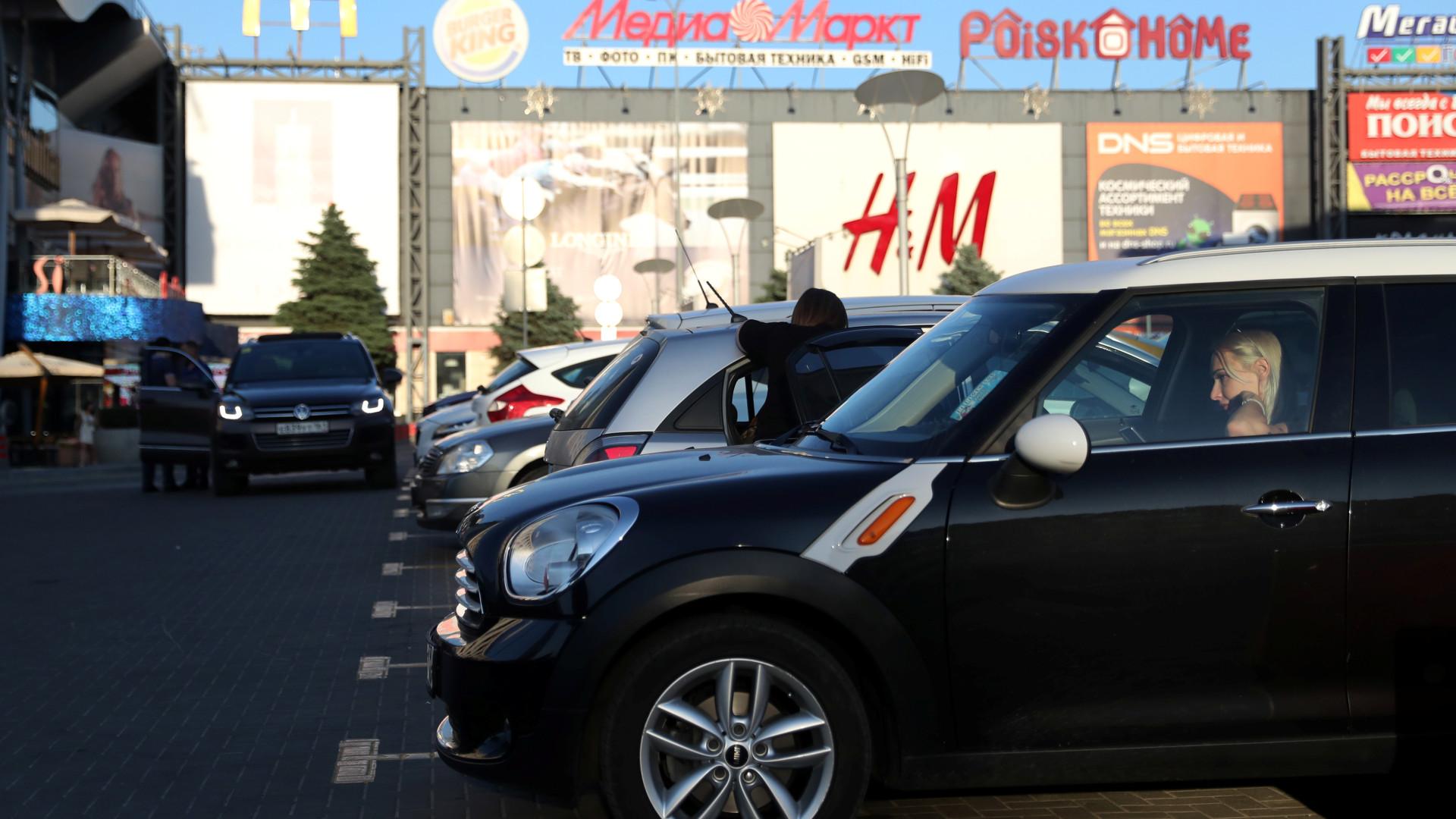 O mistério dos carros sem matrícula na Rússia