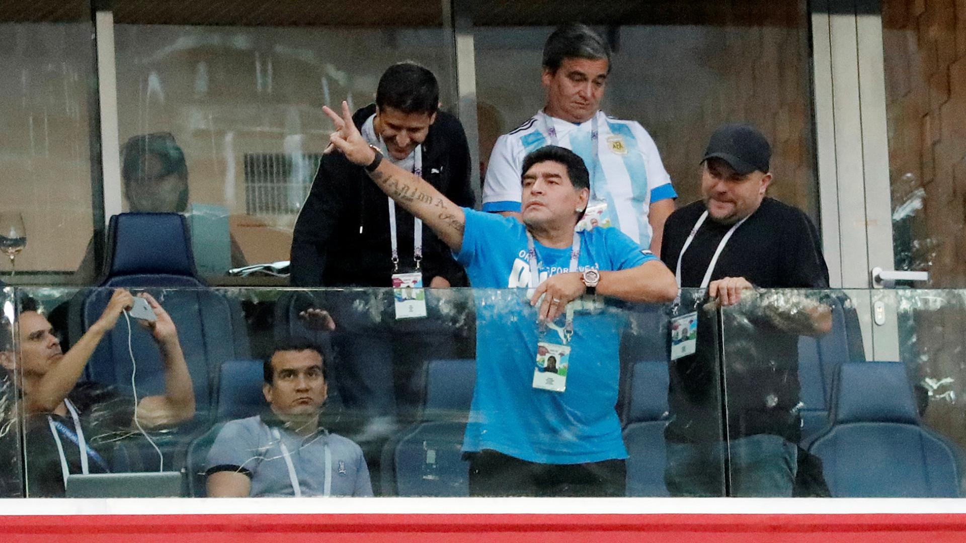 """Maradona: """"Messi passava a bola e devolviam-lhe paralelepípedos"""""""