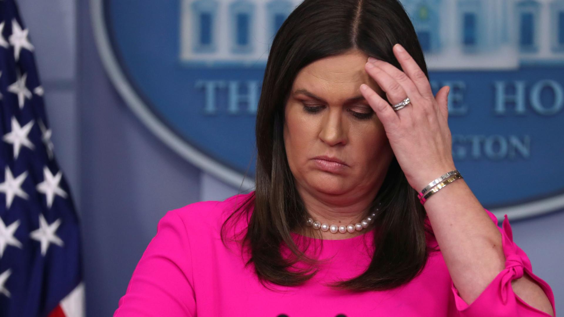 Sarah Sanders troçada por sugerir que muro impediria crimes de 'El Chapo'