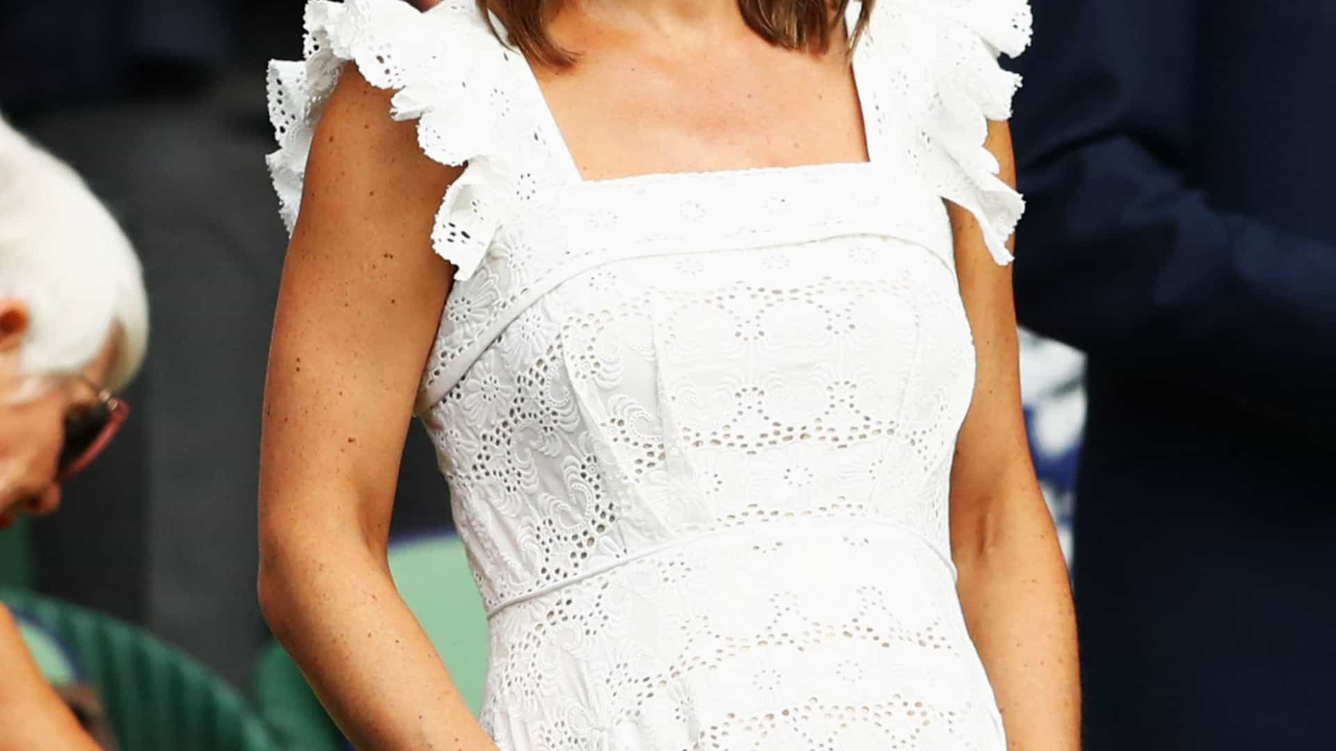 Pippa Middleton exibe 'barriguinha' em look simples