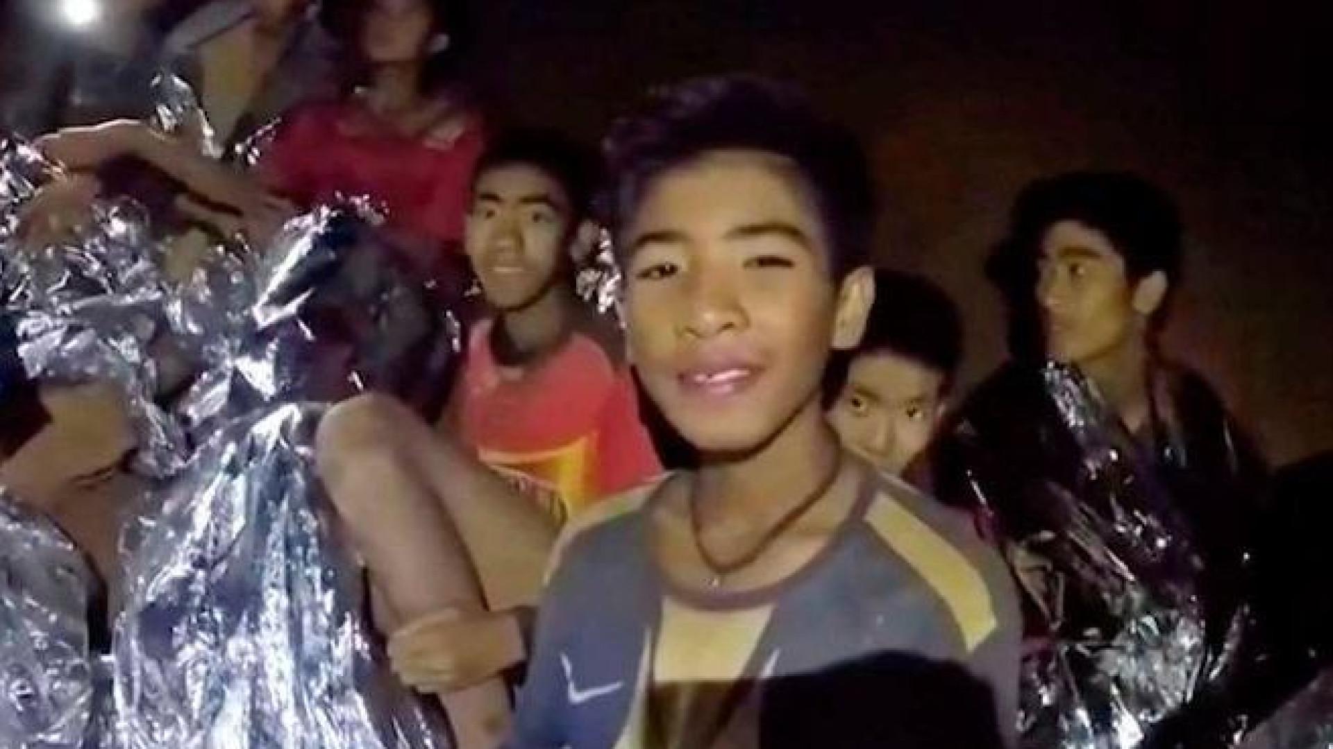 Jovens resgatados na Tailândia têm alta na quinta-feira