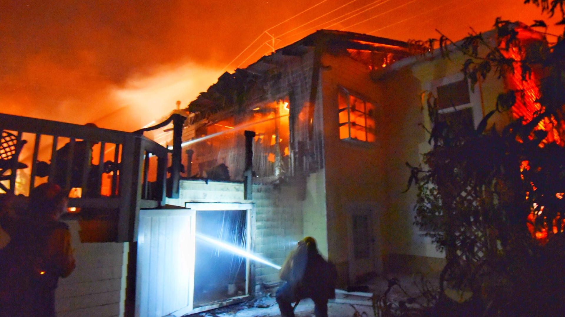 Autoridades da Califórnia autorizam regresso de residentes após incêndios