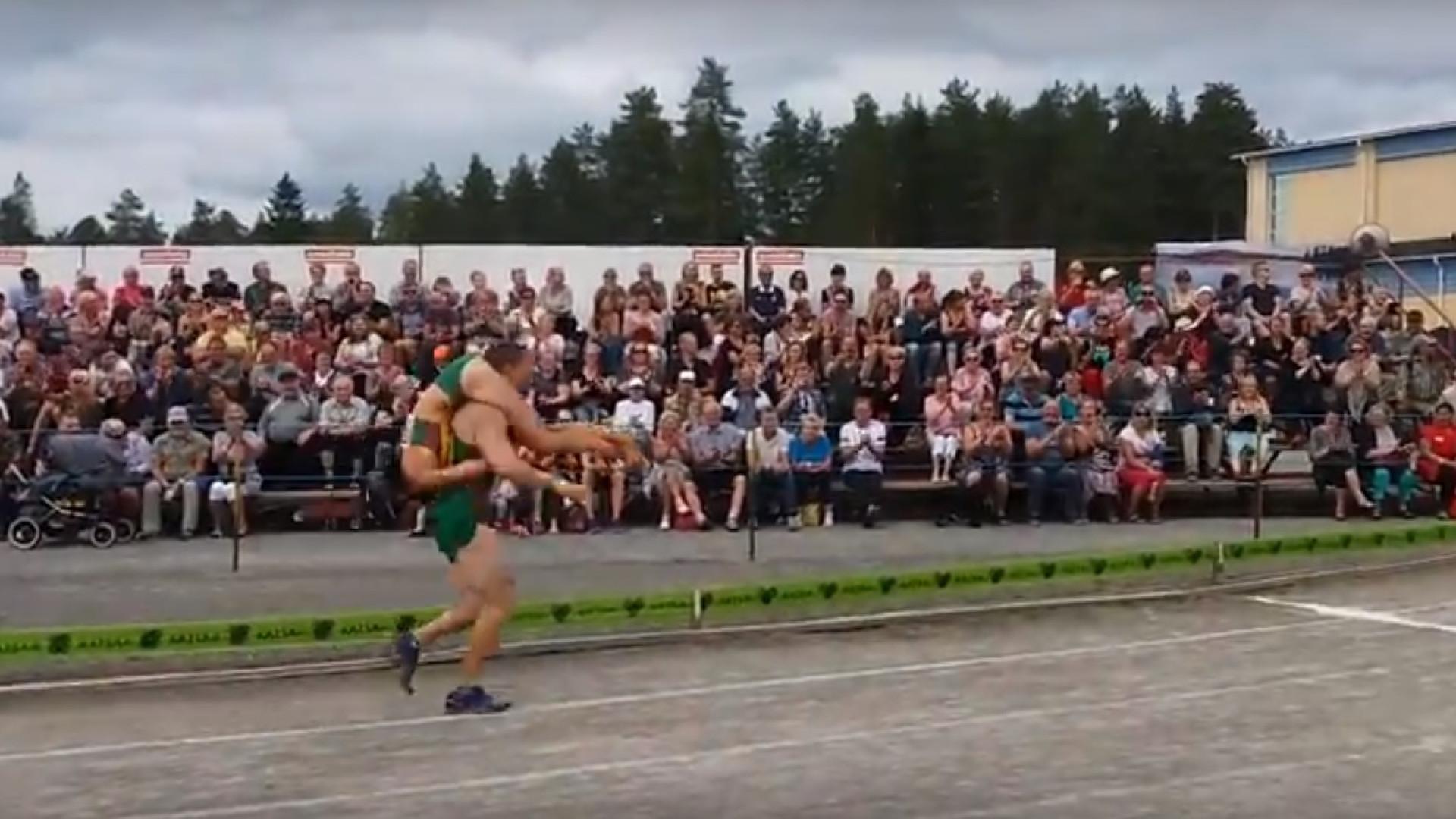 Uma corrida em que o homem leva esposa ao colo? Sim, acontece