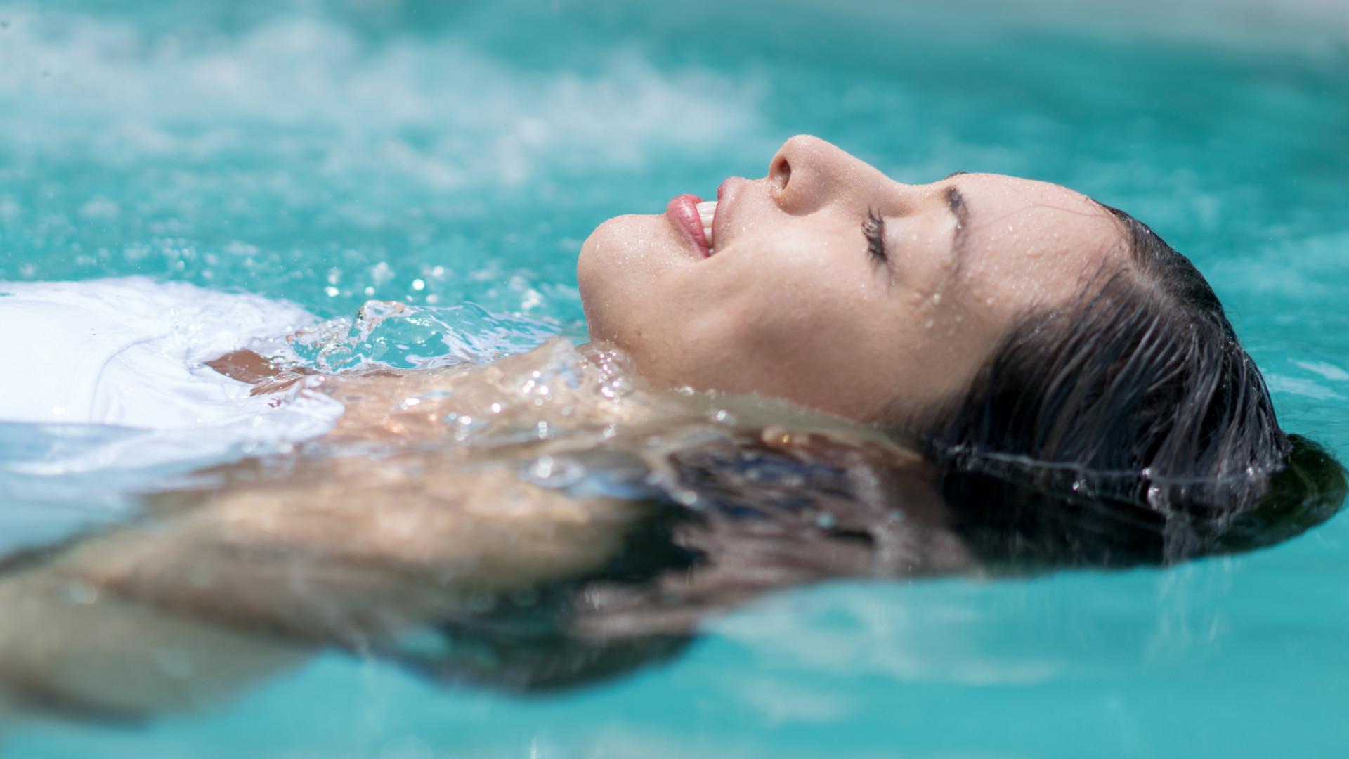 Por que razão o cheiro a cloro nas piscinas é mau sinal…