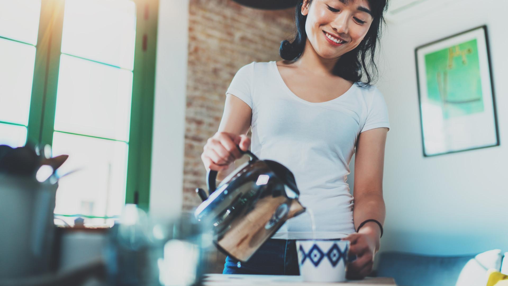 Sobreviver ao calor com chá quente? Há opções improváveis para este verão