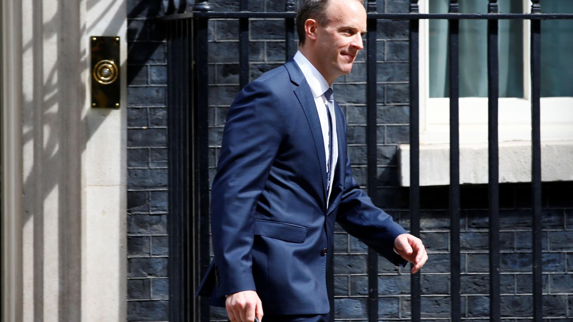 Dominic Raab substitui David Davis como ministro responsável pelo Brexit
