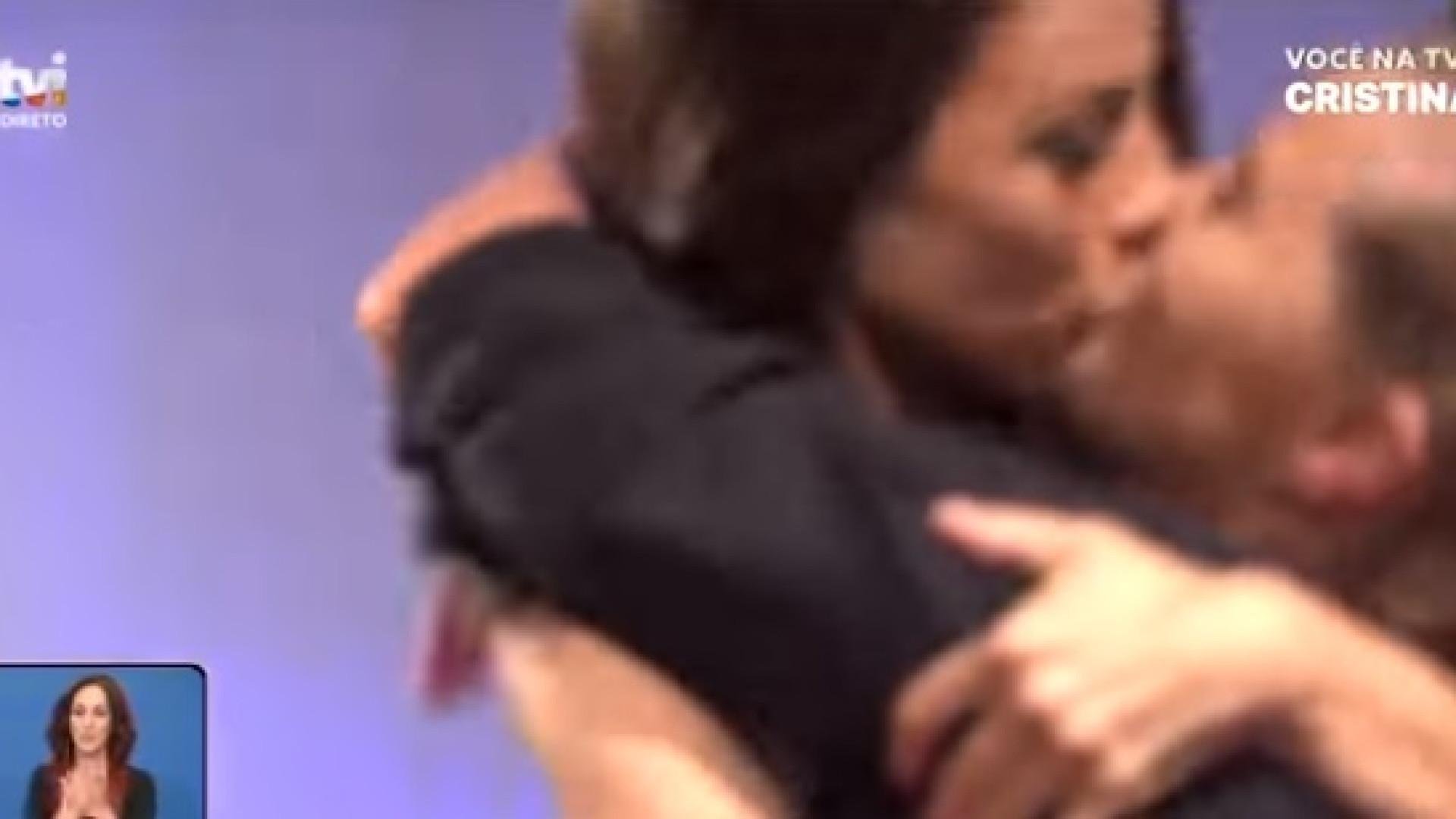 Filomena Cautela surpreende Cristina Ferreira com beijo na boca