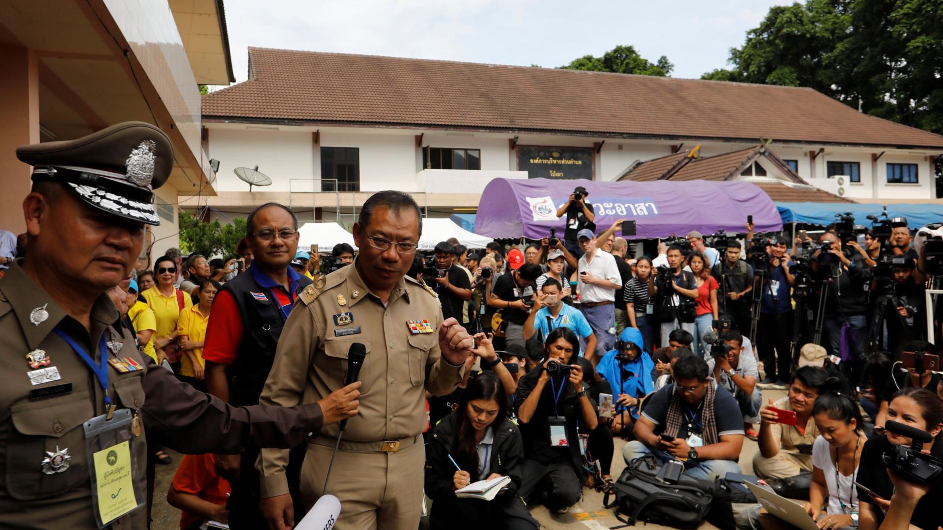 Tailândia: Equipas de socorro vão tentar retirar jovens hoje