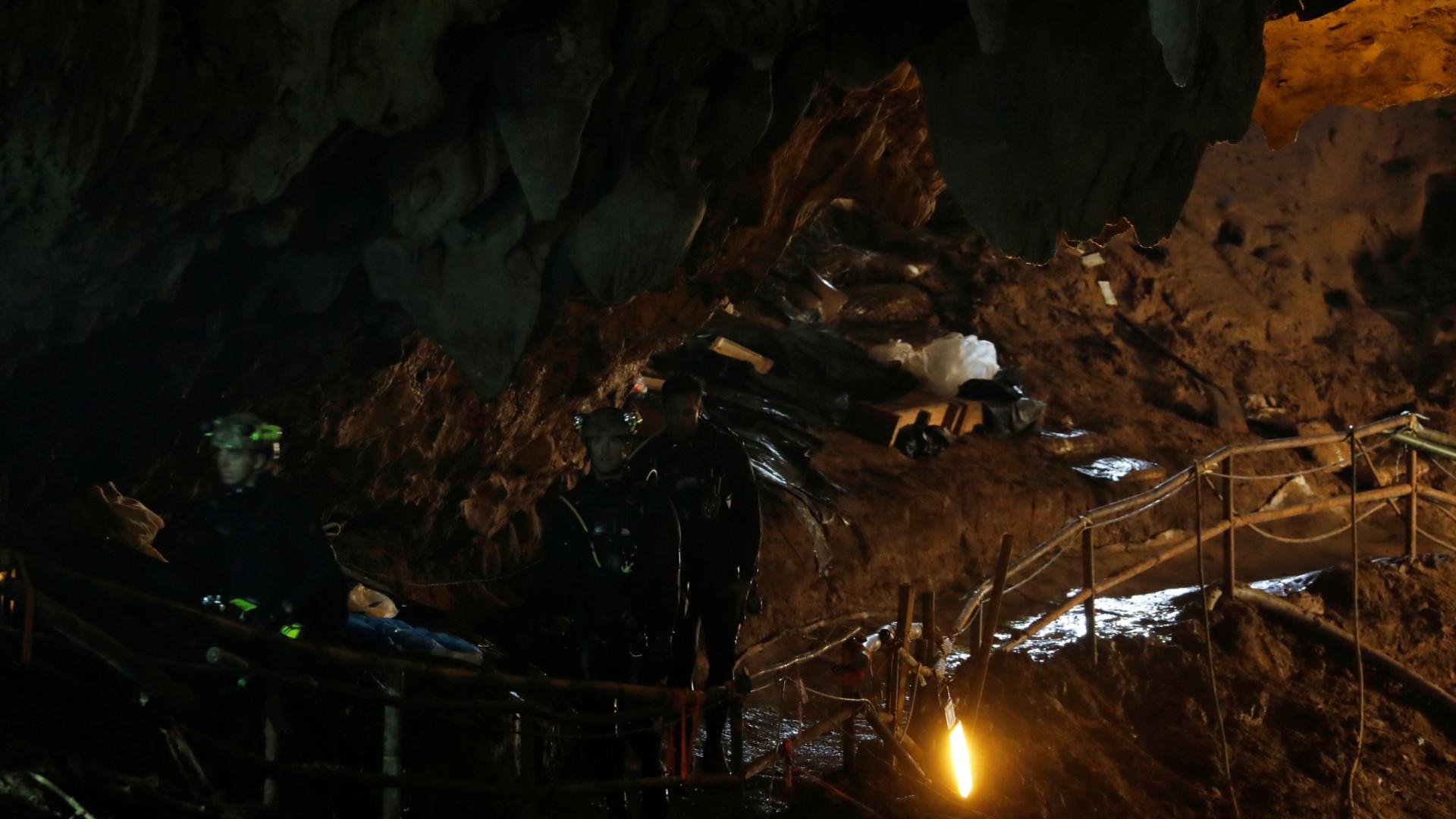 Médico e três últimos mergulhadores saíram da caverna em segurança