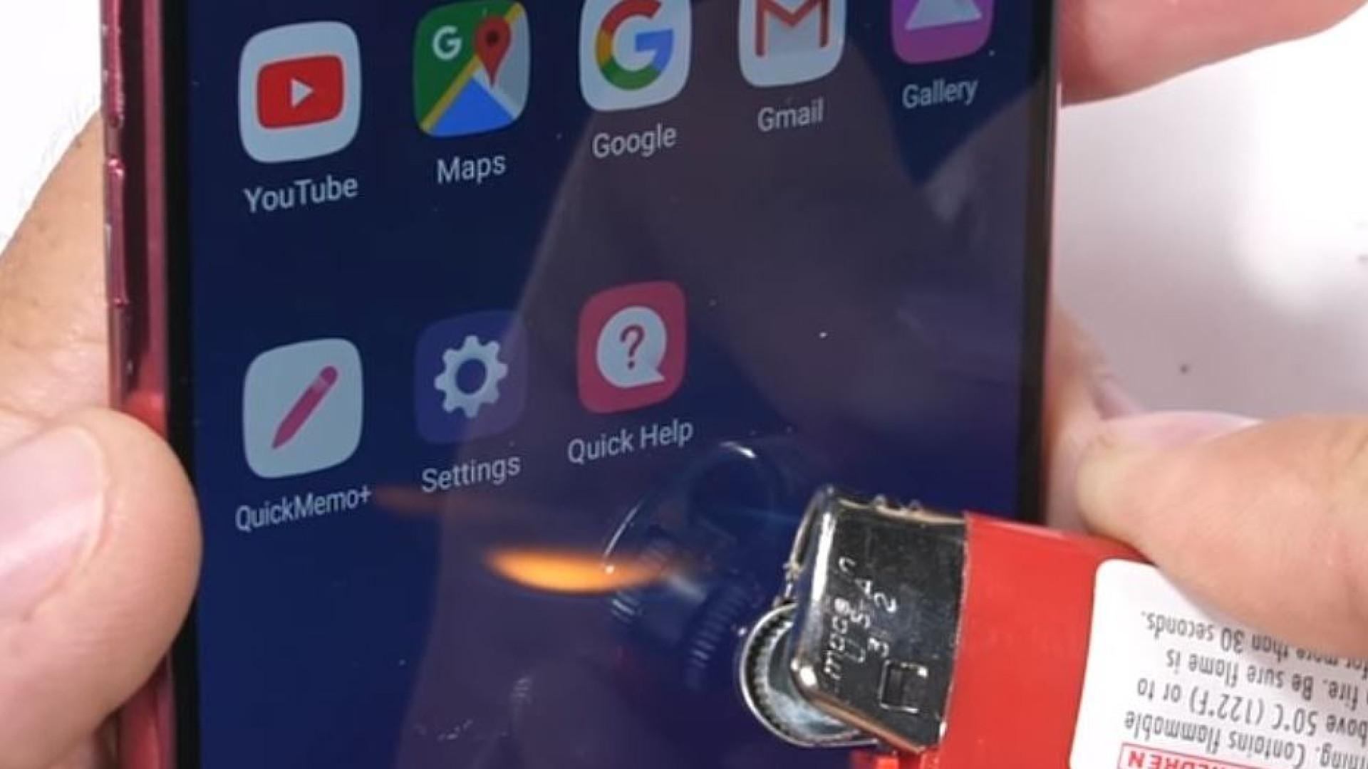 O LG G7 ThinQ resiste a dobras, fogo e arranhões