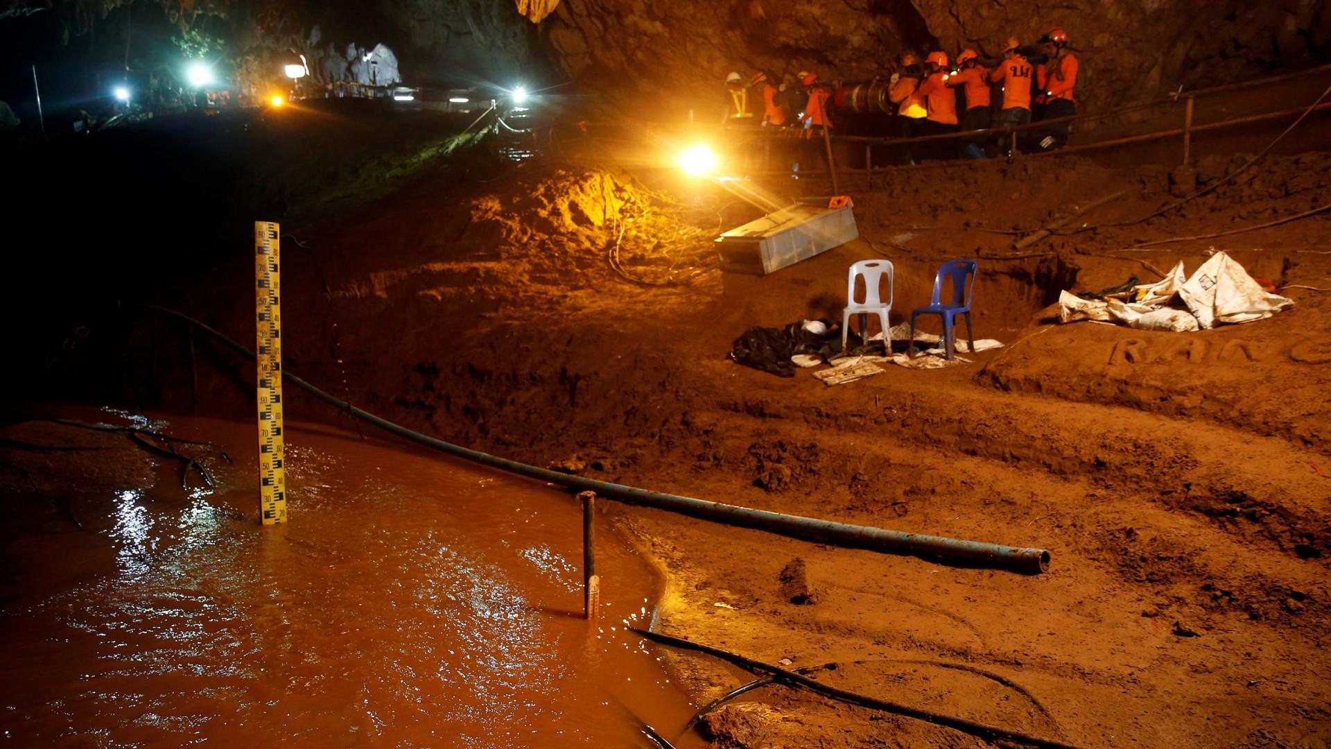 Bombas de água falharam quando últimos mergulhadores saíam de gruta