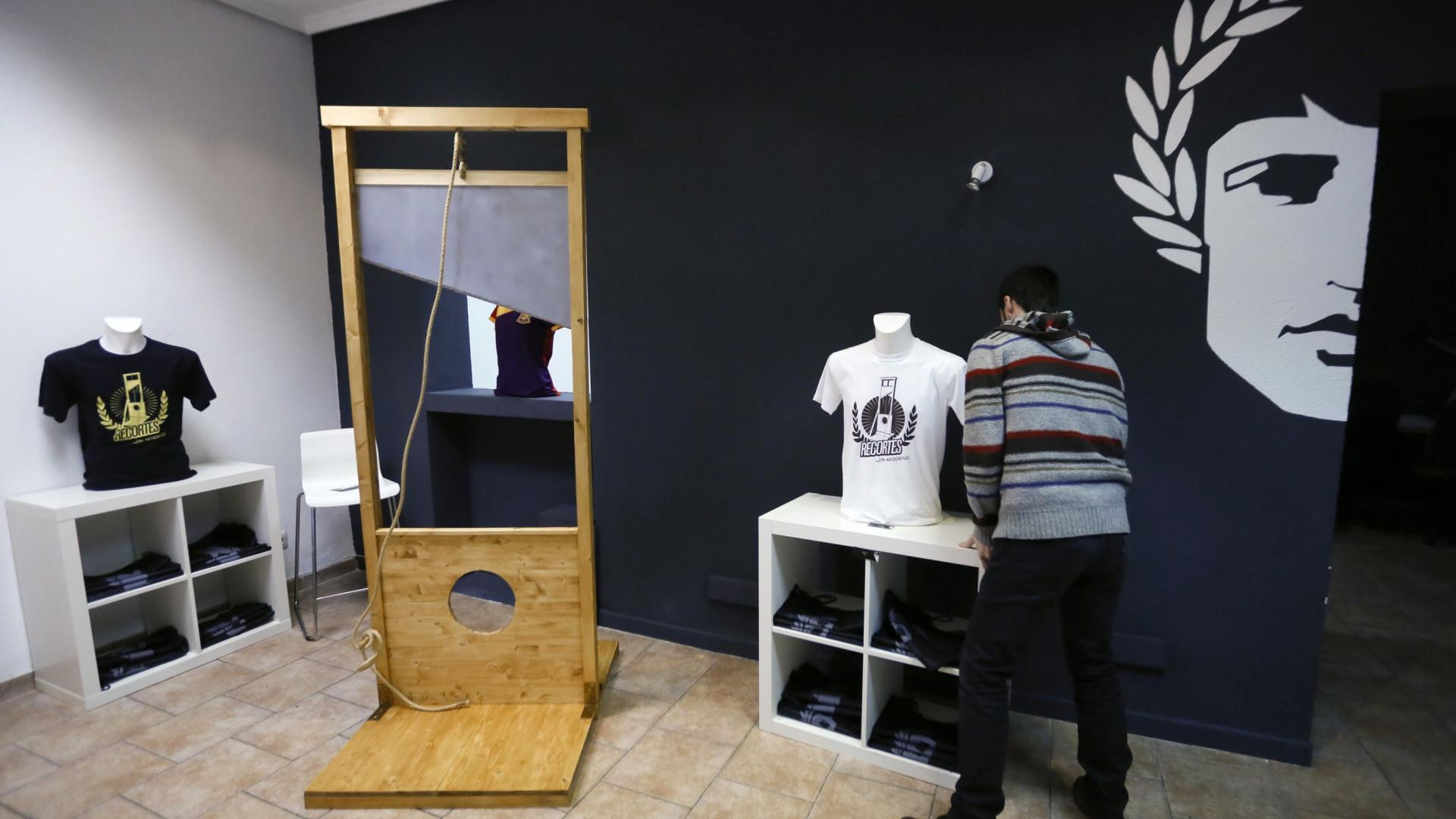Milionário francês comprou guilhotina por oito mil euros