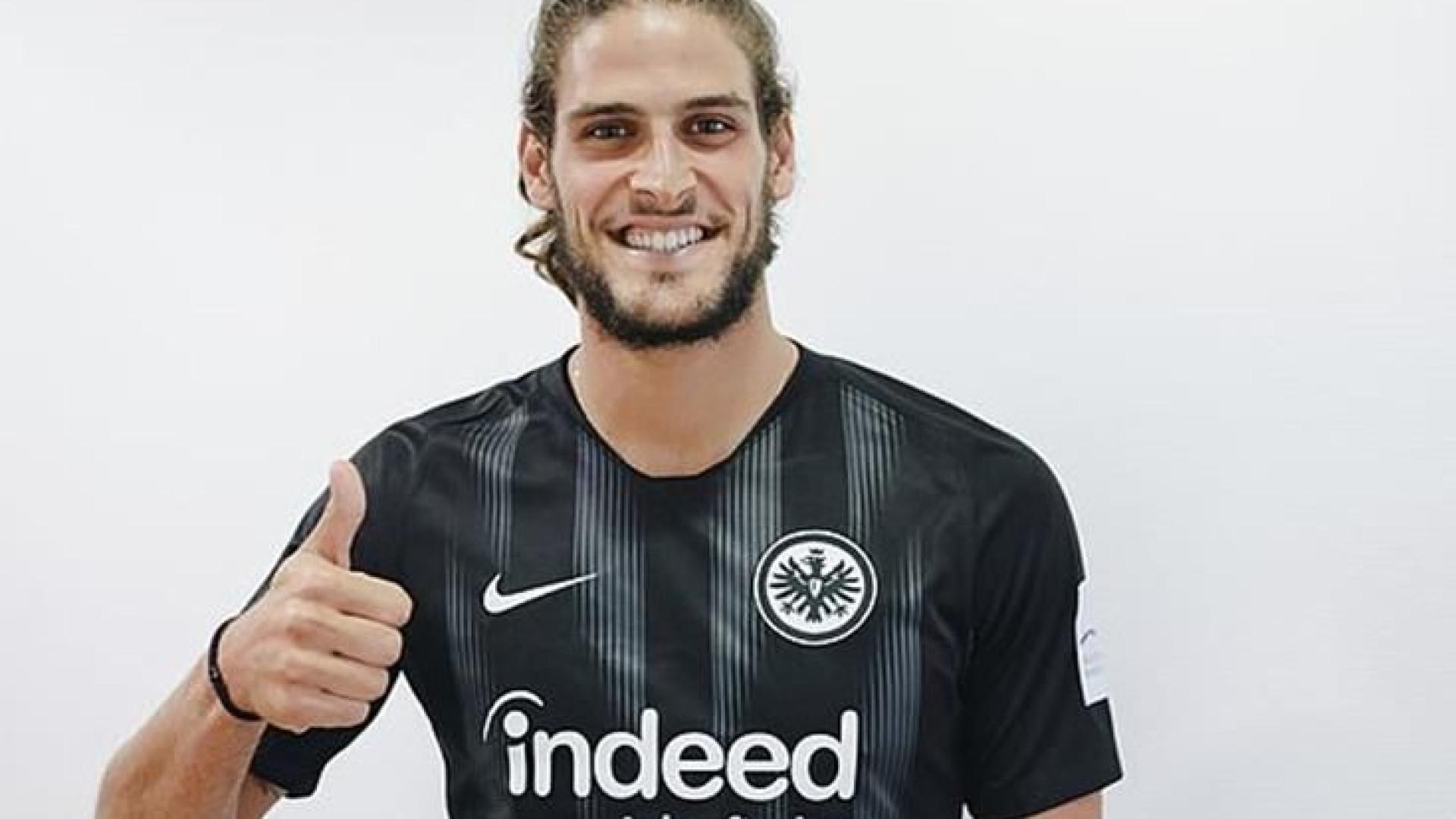 Eintracht Frankfurt anuncia contratação de Gonçalo Paciência