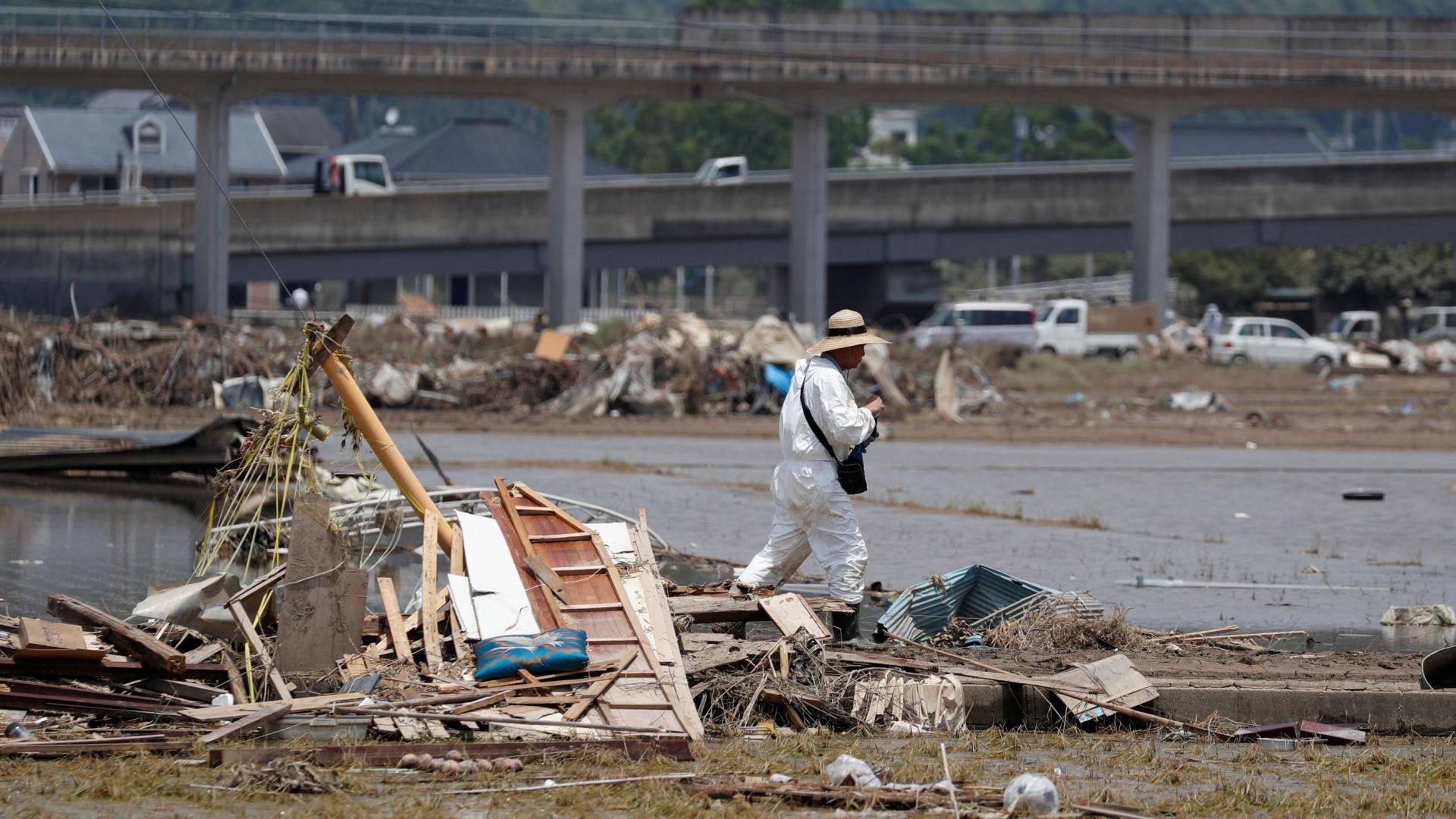 Japão continua as buscas por mais de 100 desaparecidos após chuvas