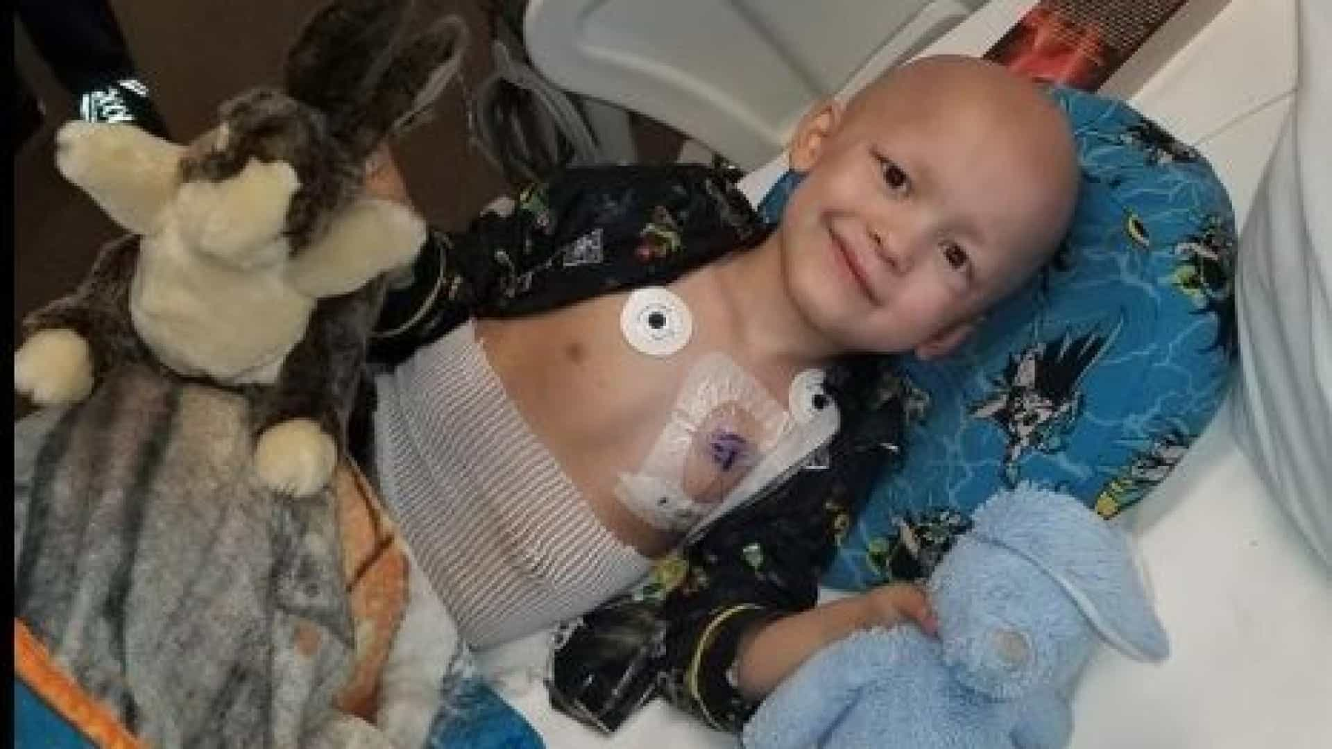 Criança com cancro terminal escreve o próprio obituário. E é único