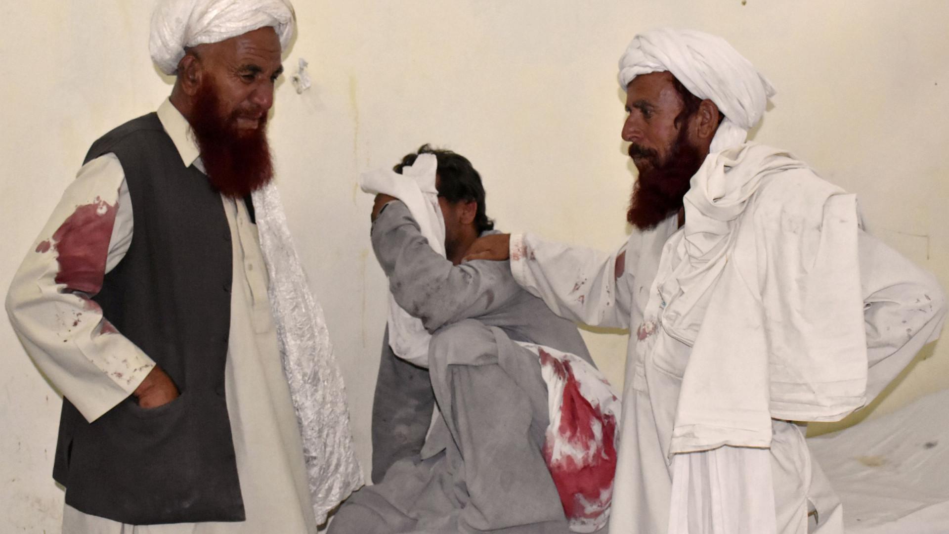 Sobre para 128 o número de mortos em ataque suicida no Paquistão
