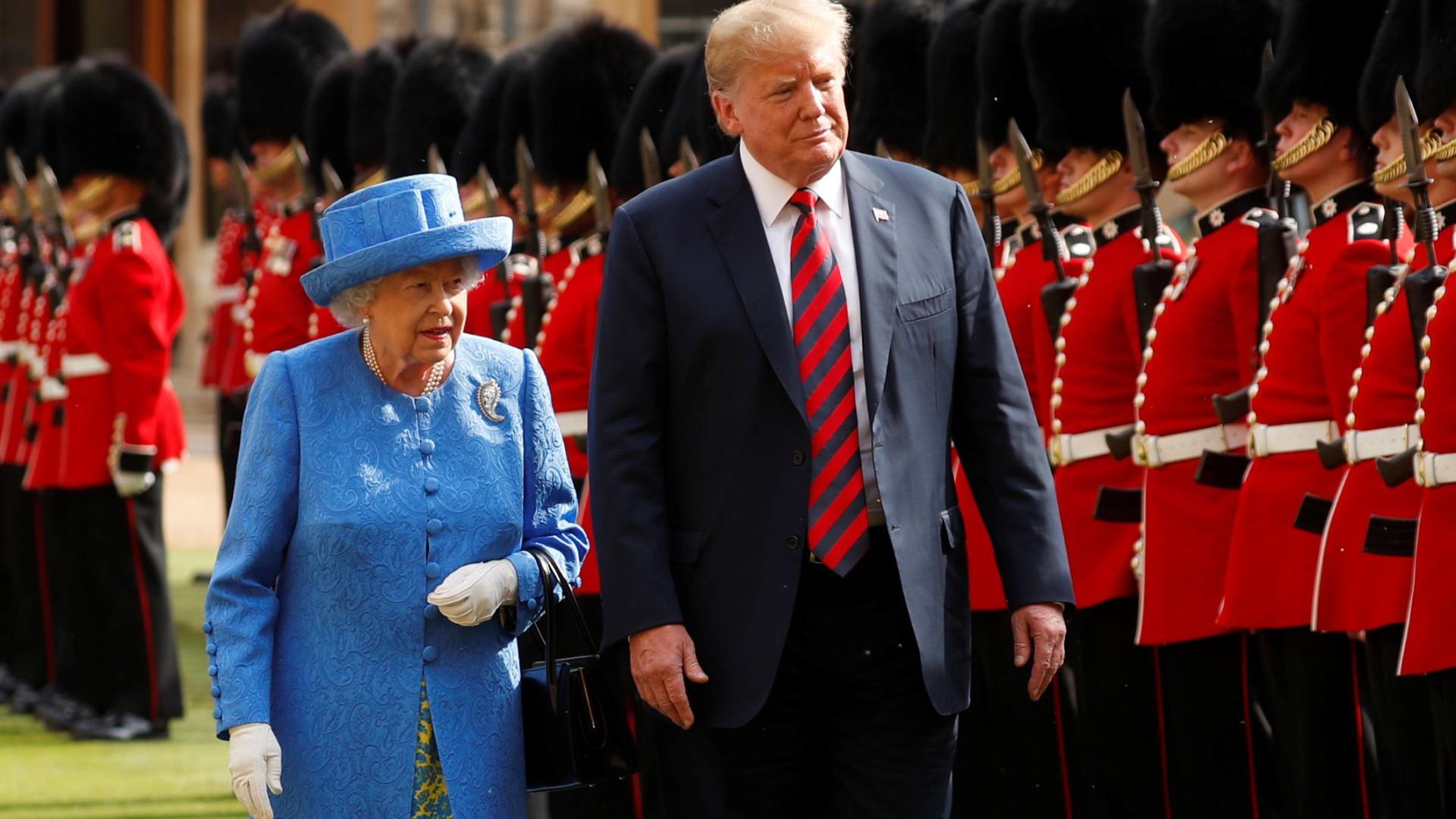 """Rainha de Inglaterra vê Brexit como """"problema muito complexo"""", diz Trump"""