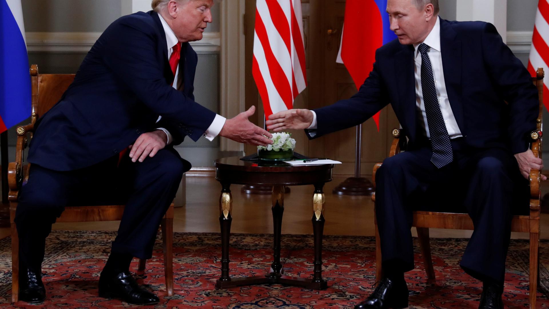 """Cimeira entre Trump e Putin começou com """"coisas importantes para falar"""""""
