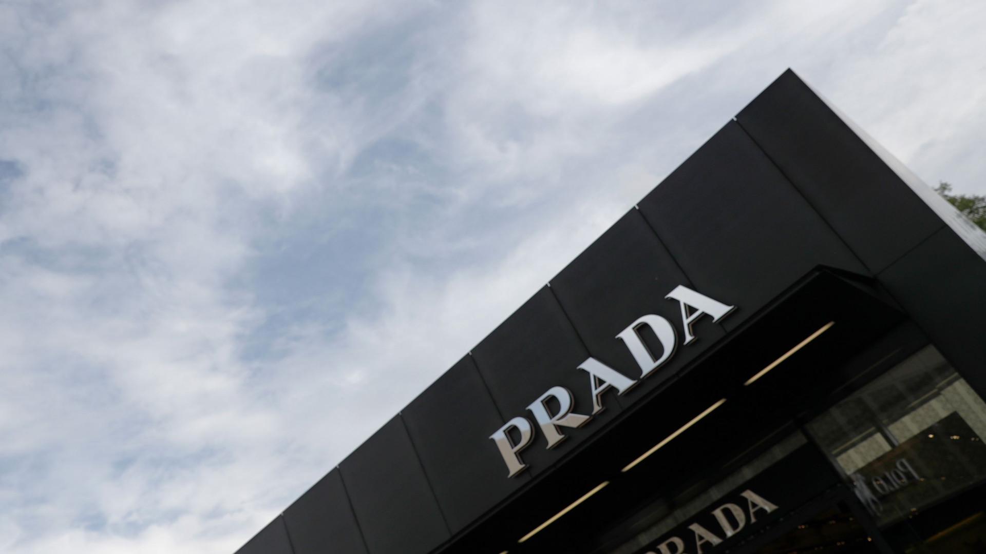 De dia trabalha na Prada... à noite é sem-abrigo