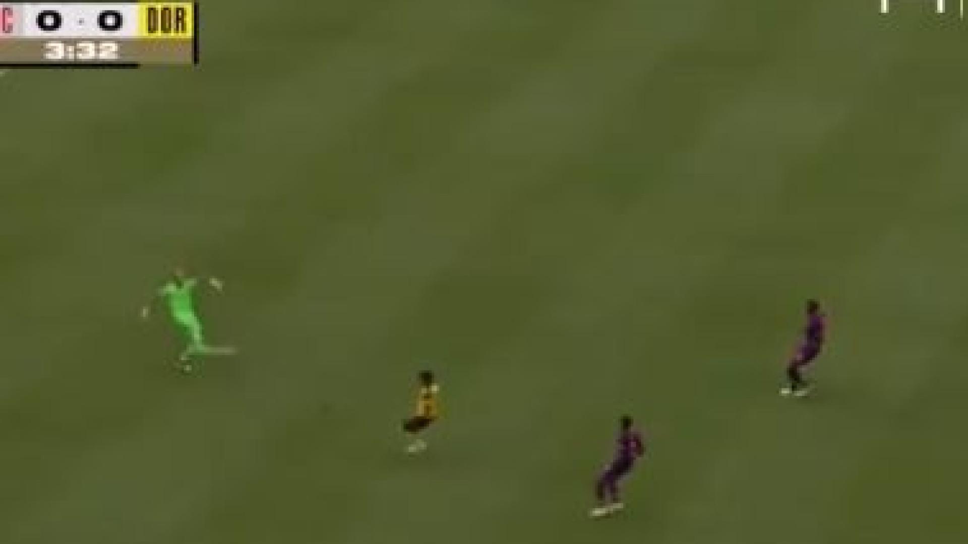 Karius volta a cometer 'erro grosseiro' em particular com o Dortmund