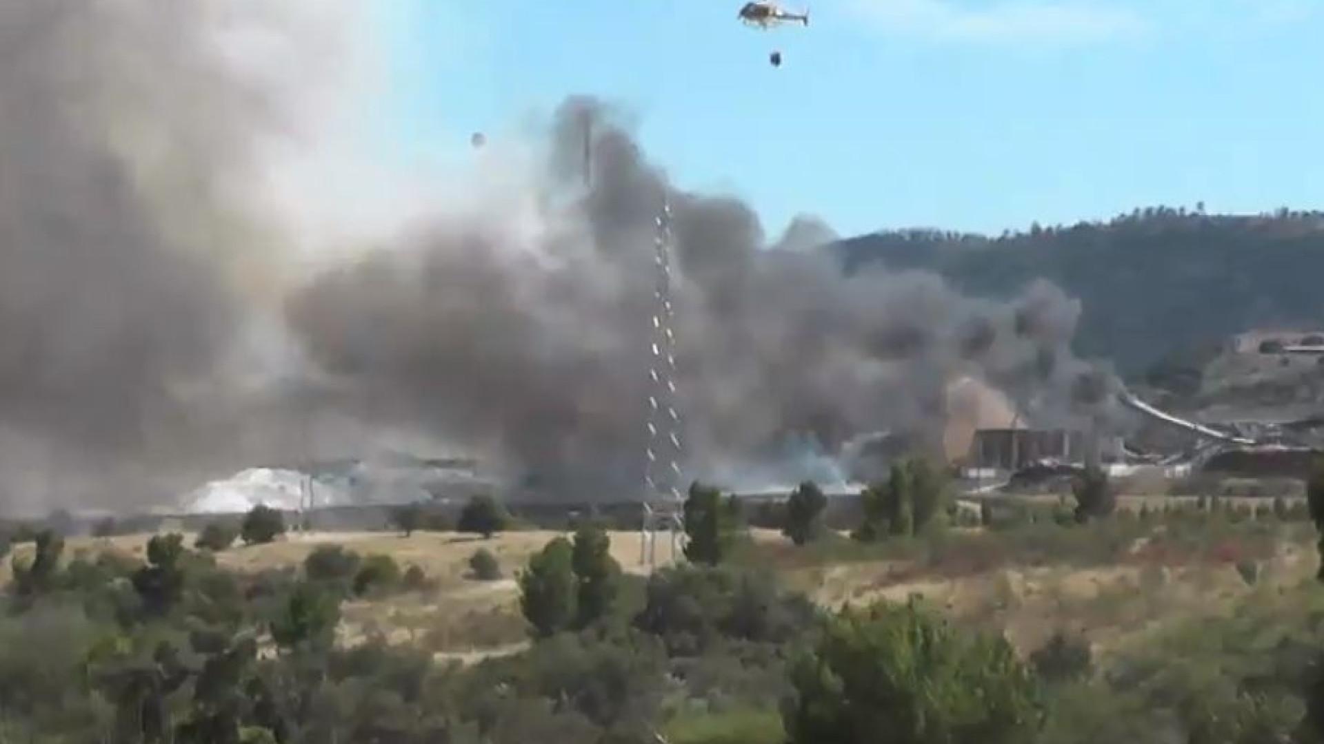 Bombeiros combatem incêndio junto à Celtejo e177a68ce449b