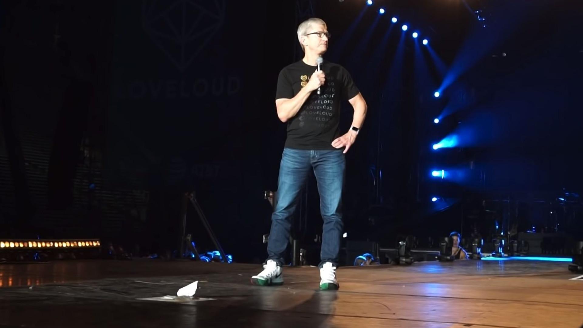 """""""Uma dádiva para o mundo"""". CEO da Apple fala para a comunidade LGBTQ+"""